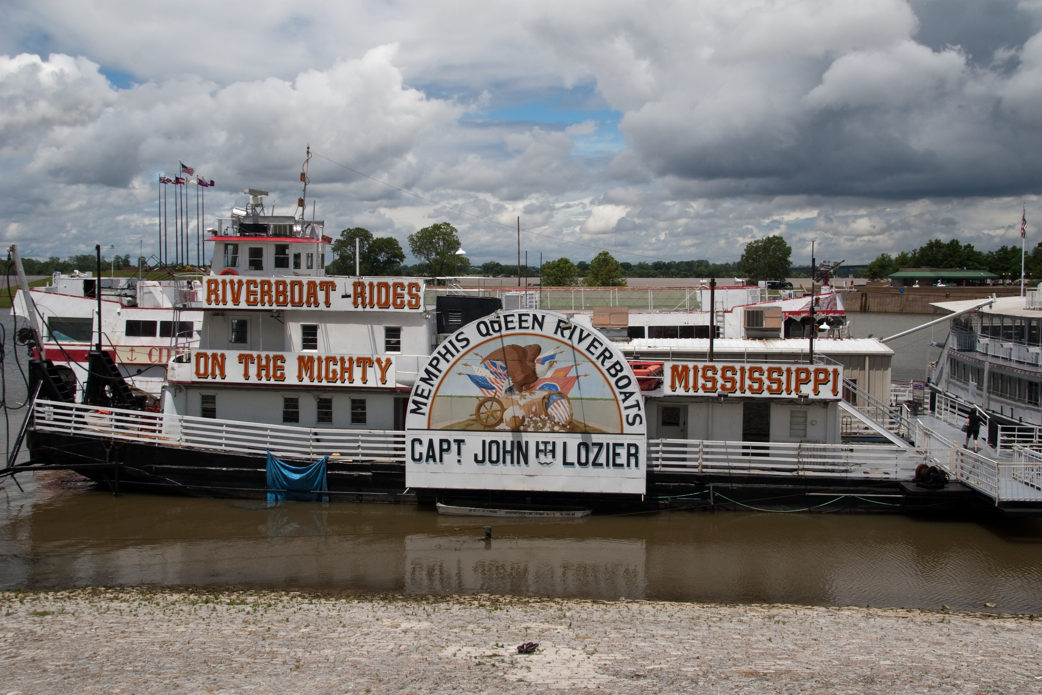Riverboat Cruises And Trolley Tour