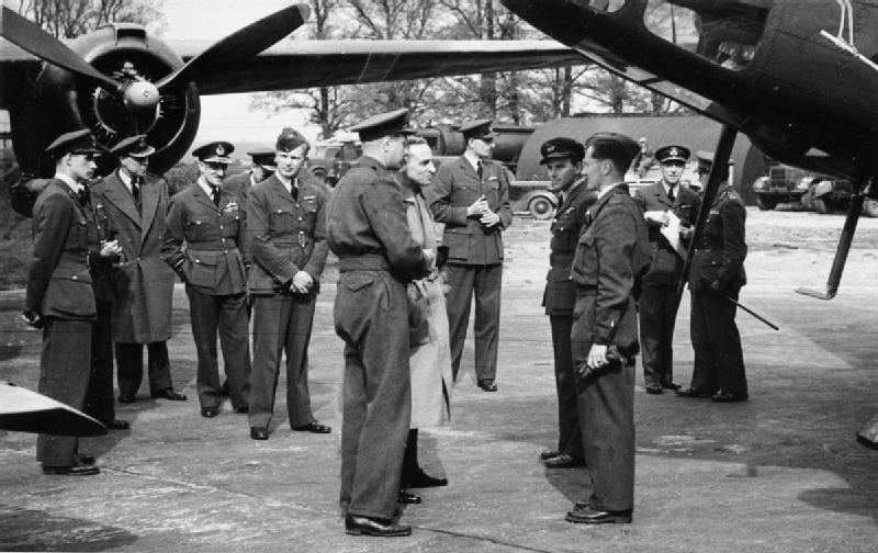 Royal_Air_Force_Bomber_Command,_1942-1945._HU60540 Nhẫn mỹ air force