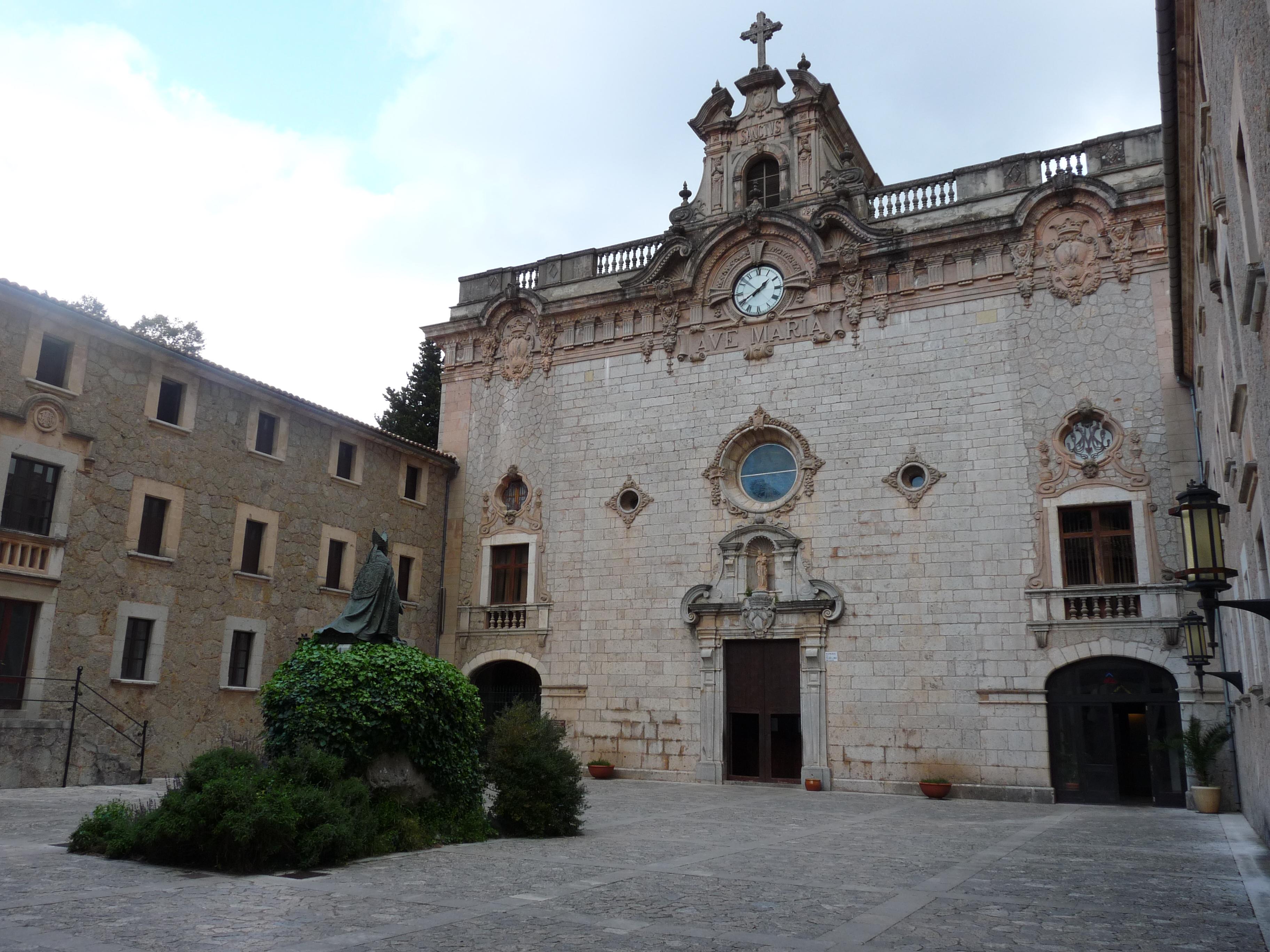 File:Santuari de Lluc.jpg - Wikimedia Commons