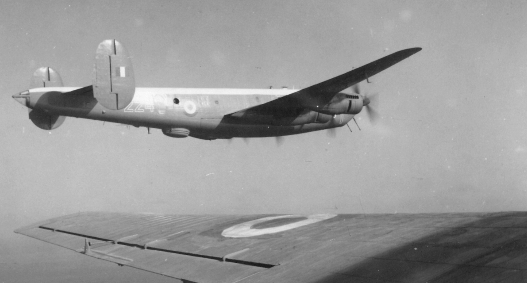 https://upload.wikimedia.org/wikipedia/commons/8/8e/Shackleton_flying_in_formation_near_Masirah.png