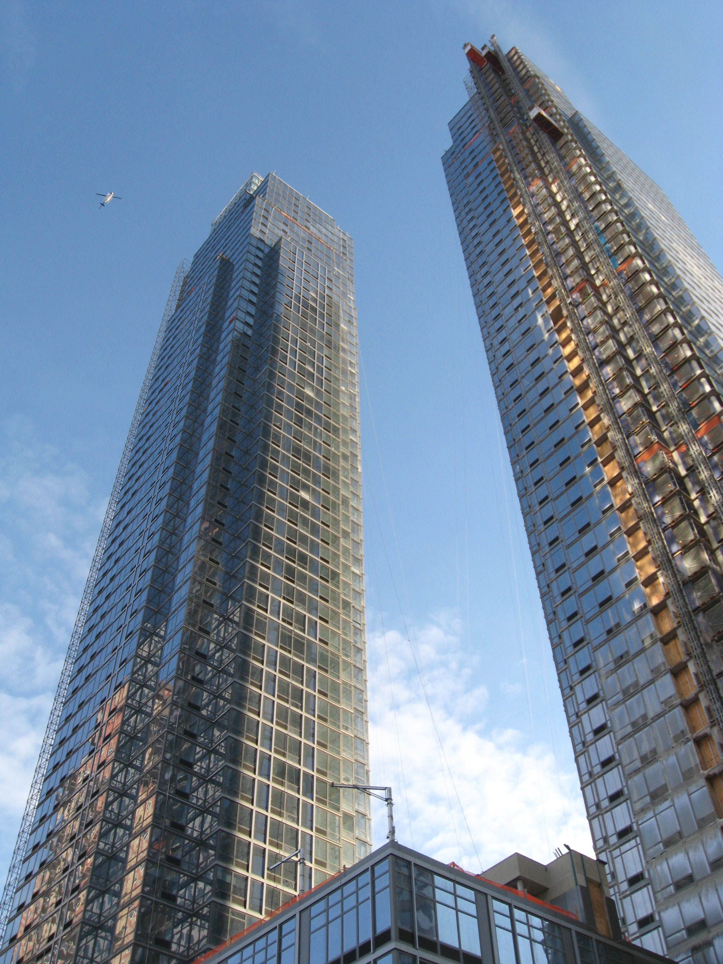 File:Silver Towers jeh.JPG - Wikimedia Commons