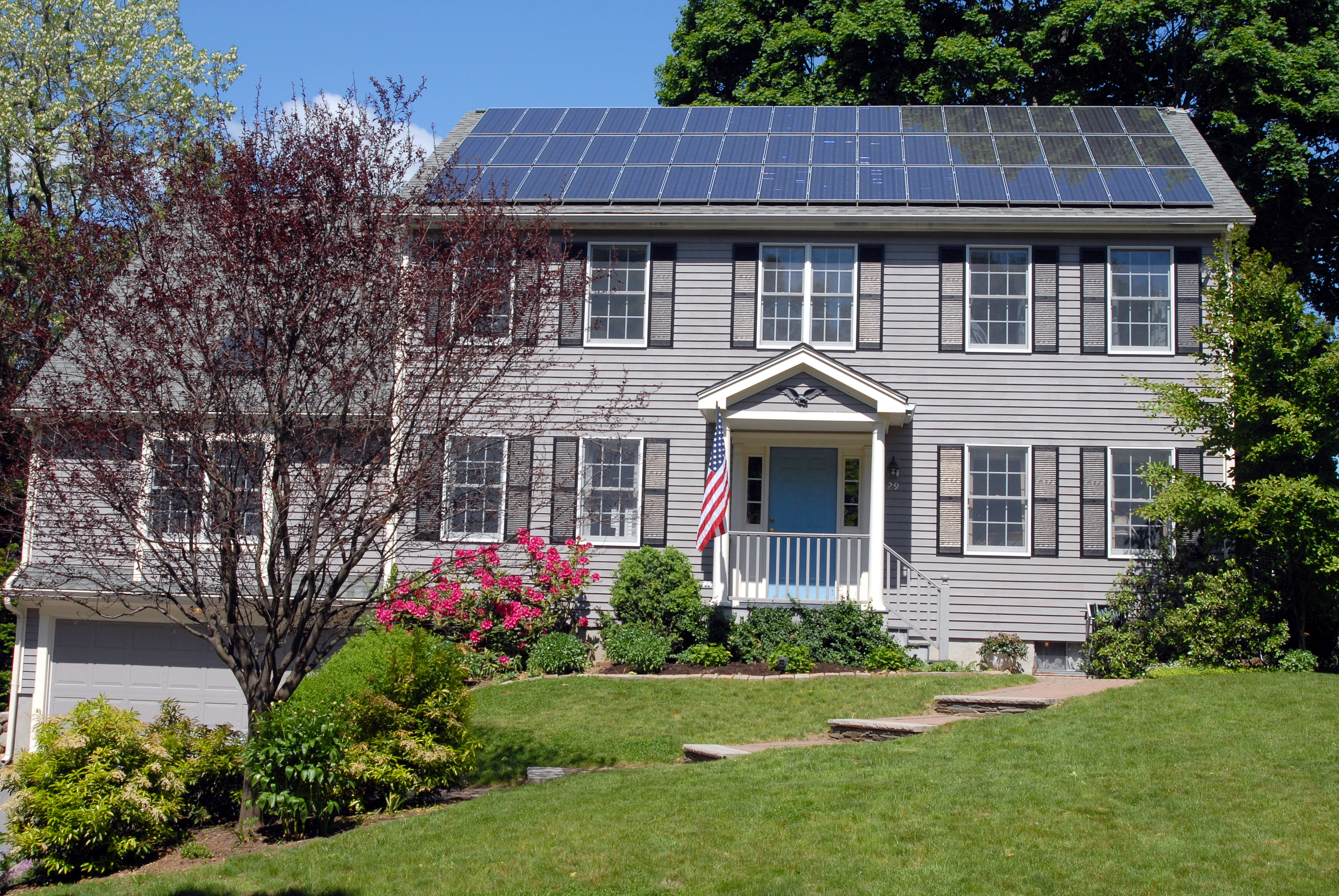 File:Solar panels on house roof.jpg - Wikipedia, the free encyclopedia