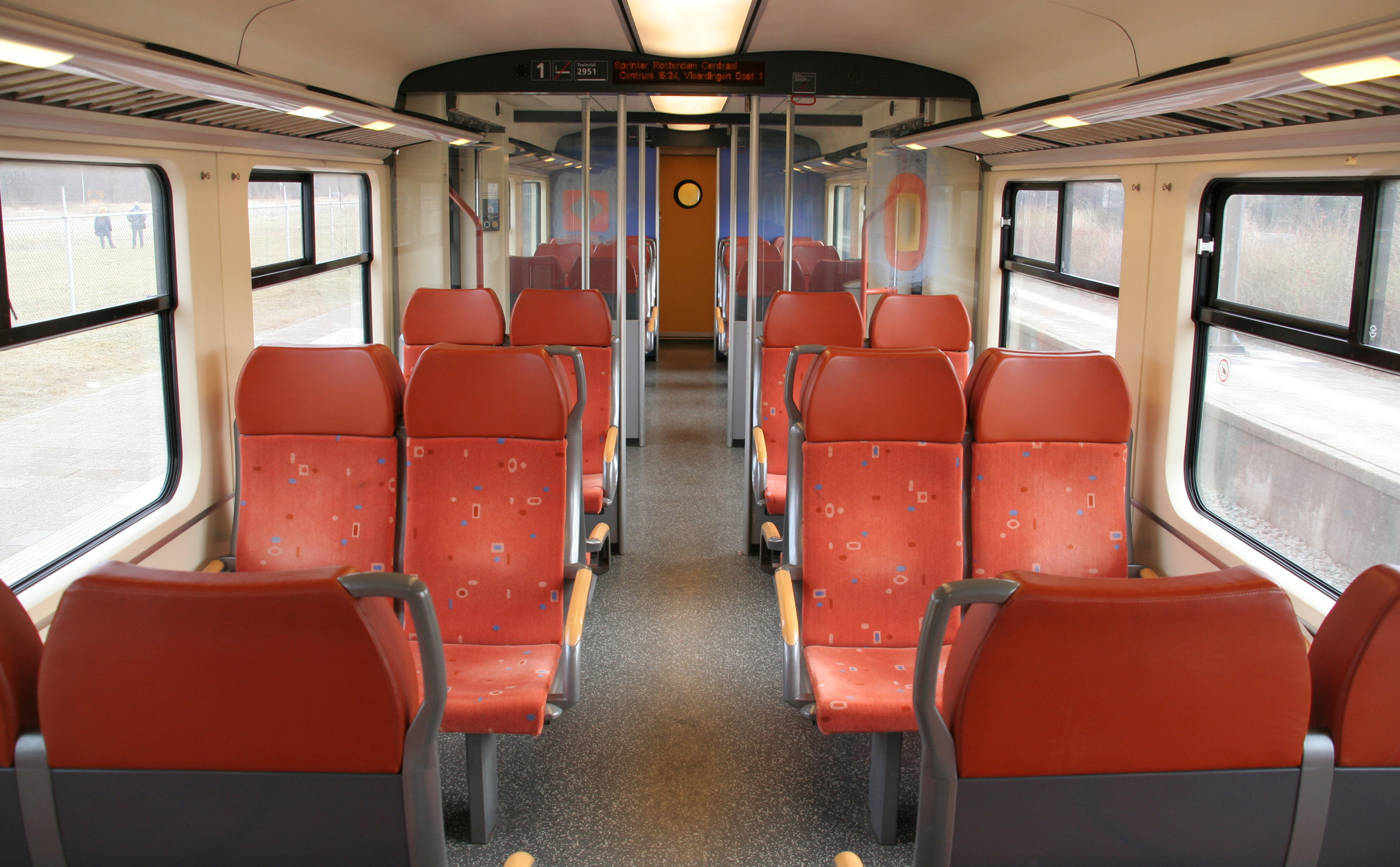 File:Sprinter Interieur 2e klas.jpg - Wikipedia