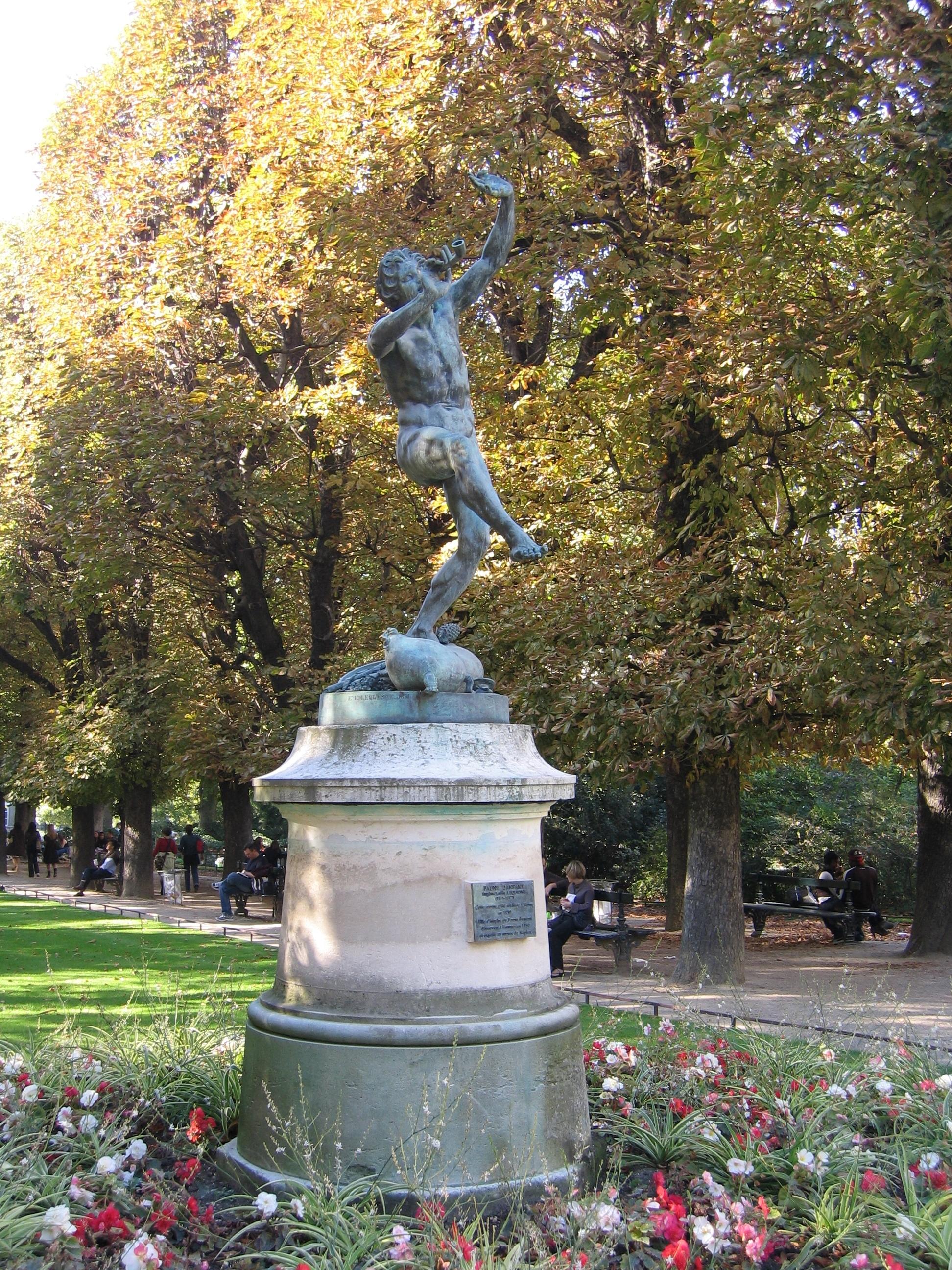 File Statue dans le jardin du Luxembourg2 JPG Wikimedia mons