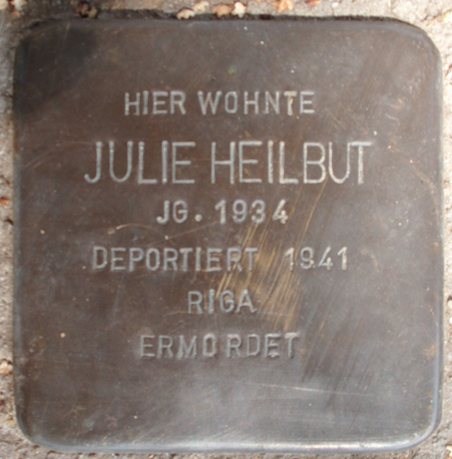 Stolperstein Deichstraße (Julie Heilbut) in Hamburg-Altstadt.JPG