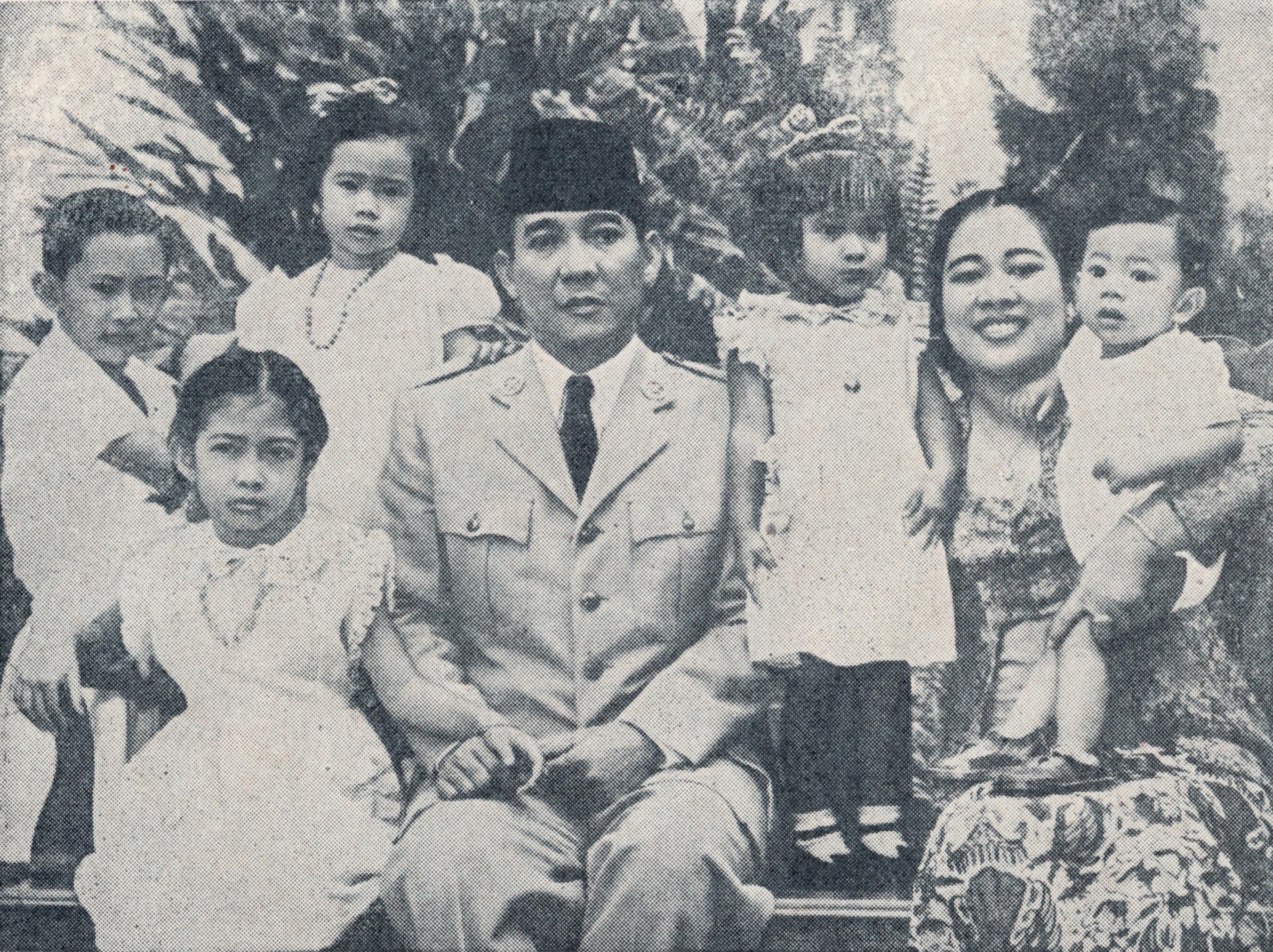 Filesukarno And Family Bung Karno Penjambung Lidah Rakjat  Jpg