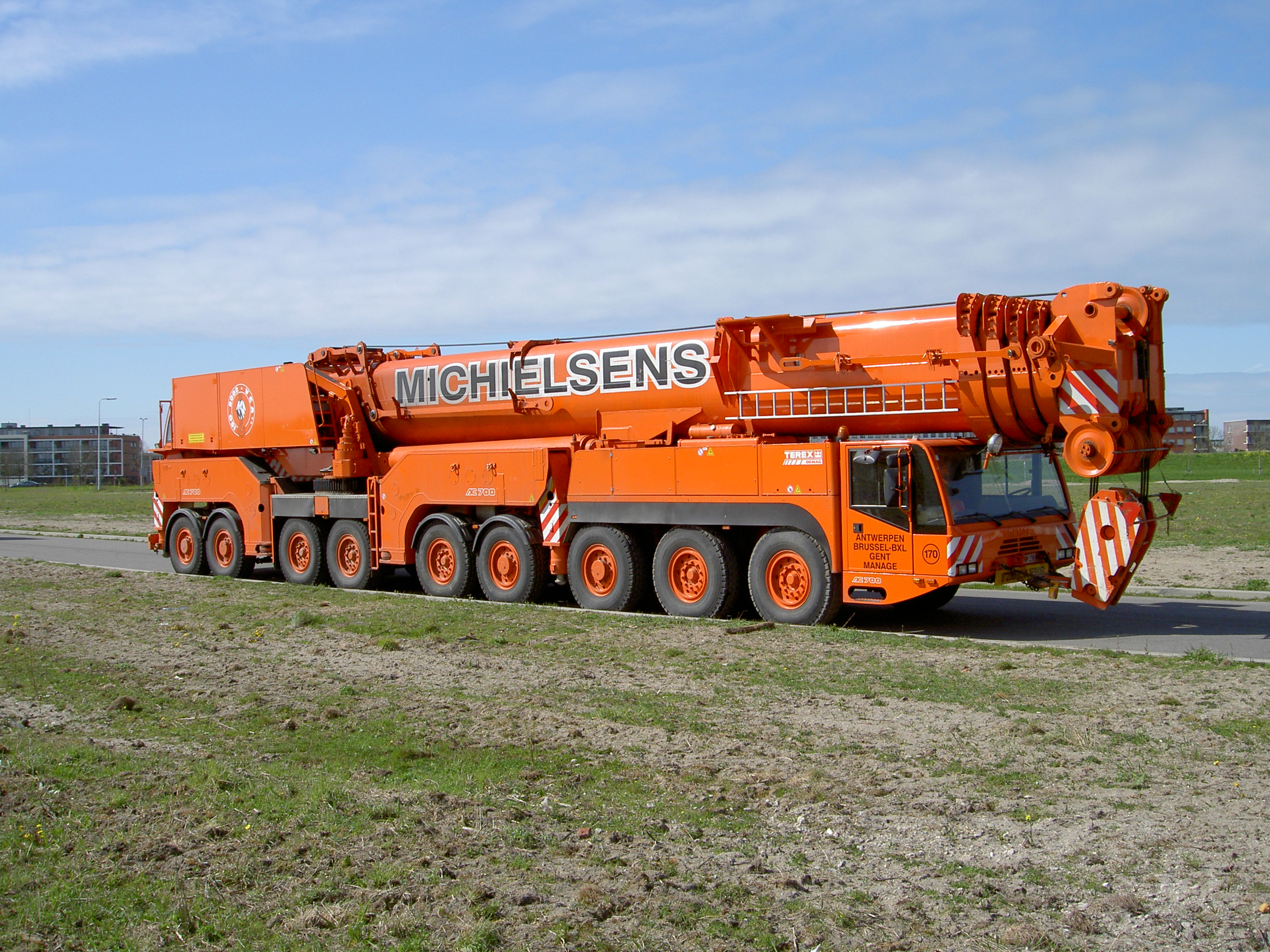 File:Terex-Demag Telescopic all terrain crane AC 700 JPG
