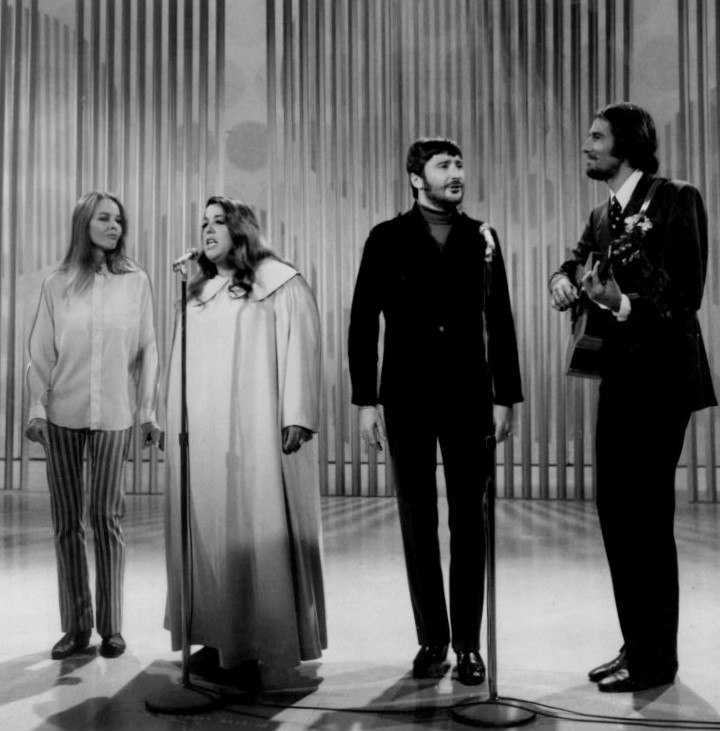http://upload.wikimedia.org/wikipedia/commons/8/8e/The_Mamas_and_the_Papas_Ed_Sullivan_Show_1968.JPG
