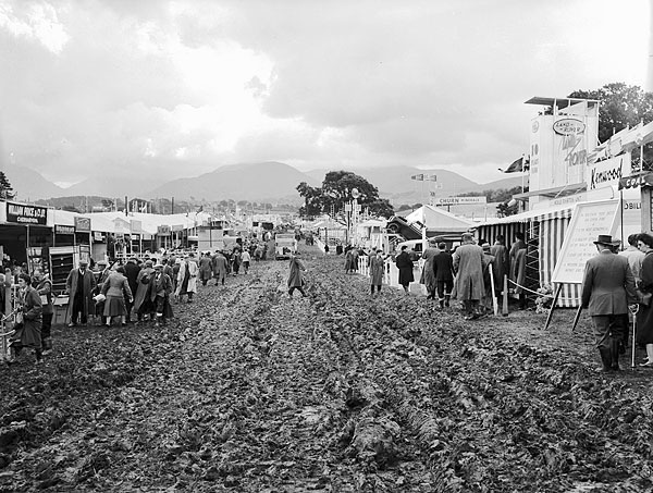 File:The Royal Welsh Agricultural Show at Bangor 1958 (7636807478).jpg -  Wikimedia Commons
