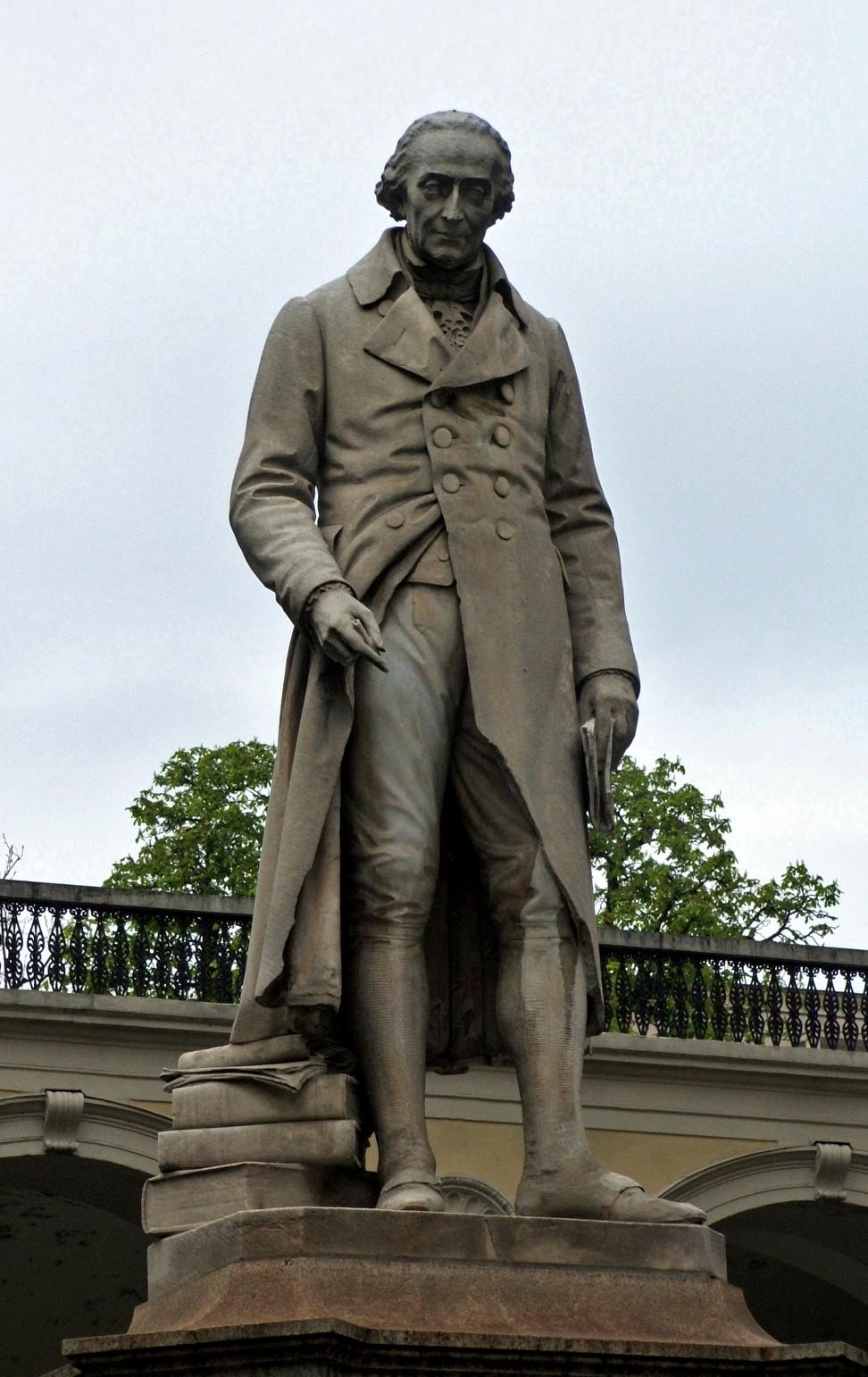 Estatua a Joseph-Louis de Lagrange (Giuseppe Luigi Lagrangia) en Turín.