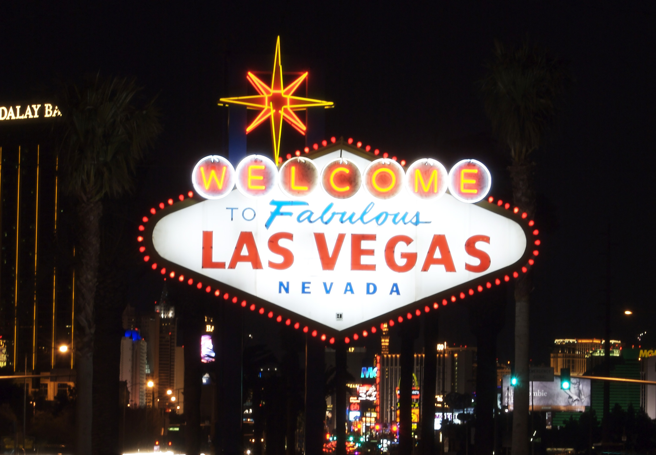 File:Welcome to Las Vegas sign.jpg - Wikimedia Commons