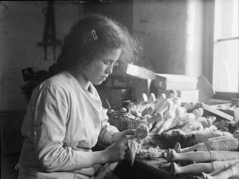 File:Women at work during the First World War, 1918 Q28157 ...