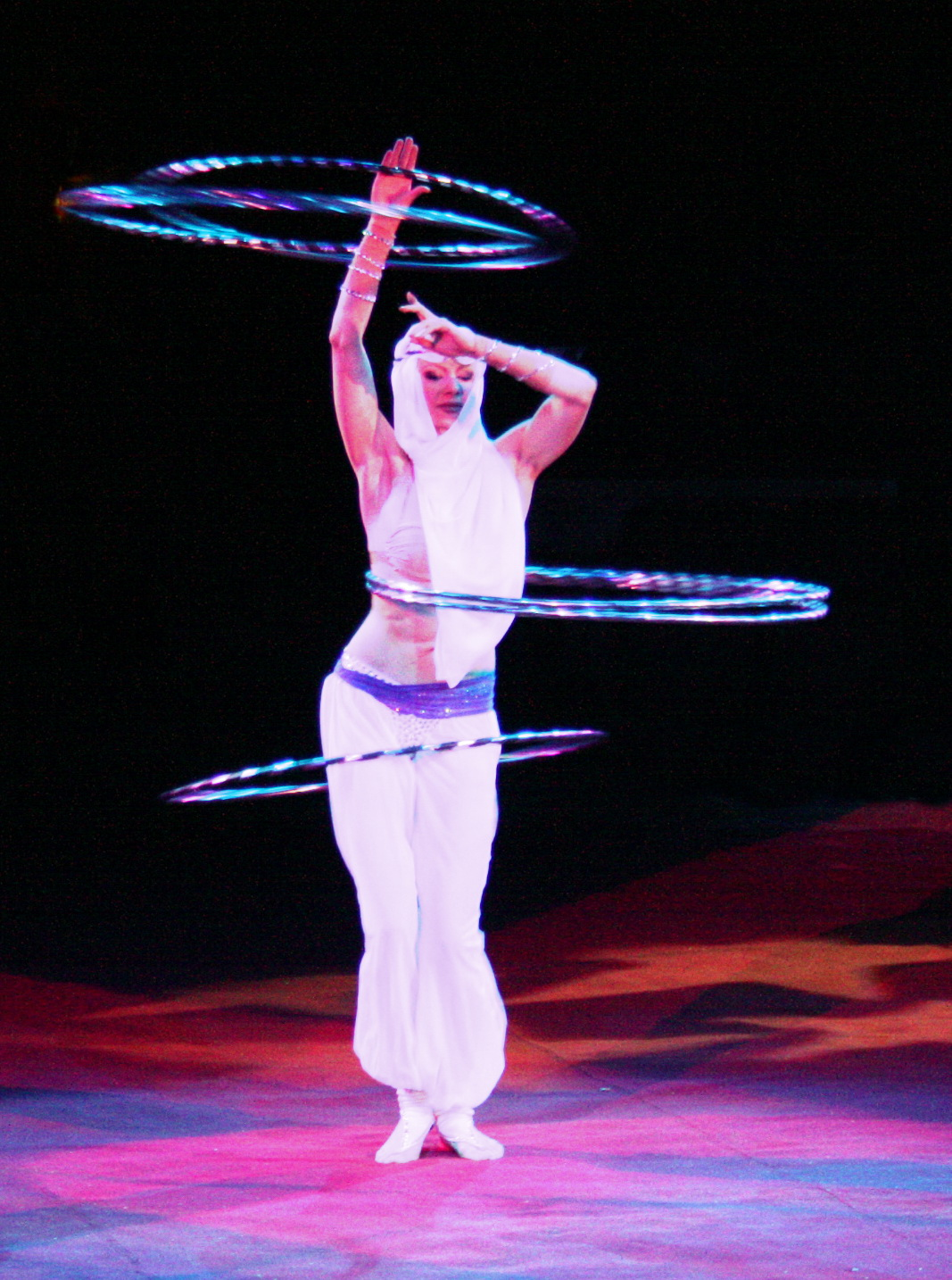 file yelena larkina hula hoop spielen aus 1001 nacht zirkusvorstellung jpg wikipedia. Black Bedroom Furniture Sets. Home Design Ideas