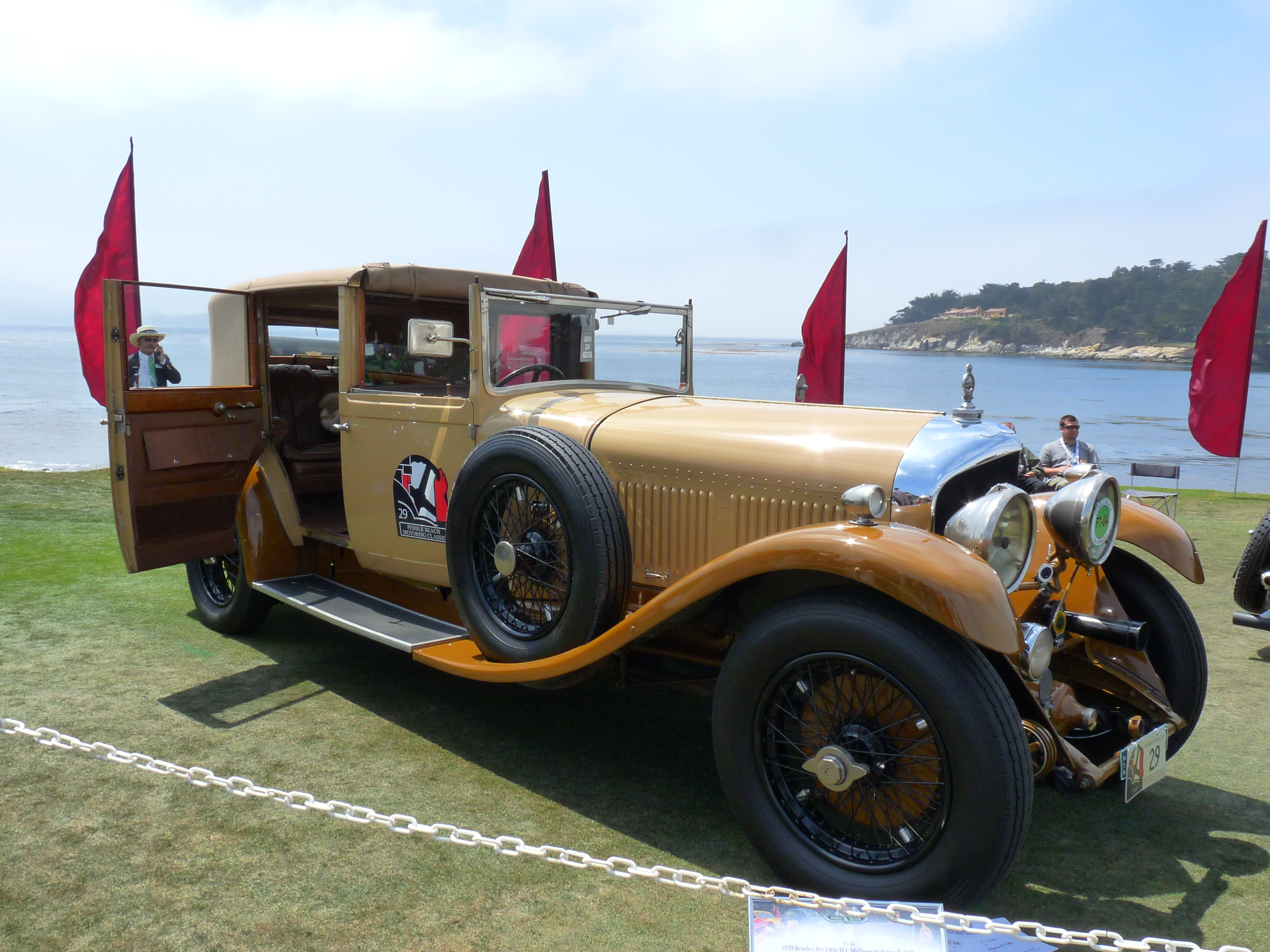 bentley gk with File 1929 Bentley 6 12 Litre Hj Mulliner Sedanca De Ville on 1931 Bentley 4 12 Litre Sc Blower Sports 23 Seater Boattail furthermore Hyundai Coupe Tiburon 2007 furthermore 11314 in addition 271348 likewise Dan Xe Sang Thap Tung Dai Gia Xem Chung Ket Hoa Hau Viet Nam 2016 20160828234314533.