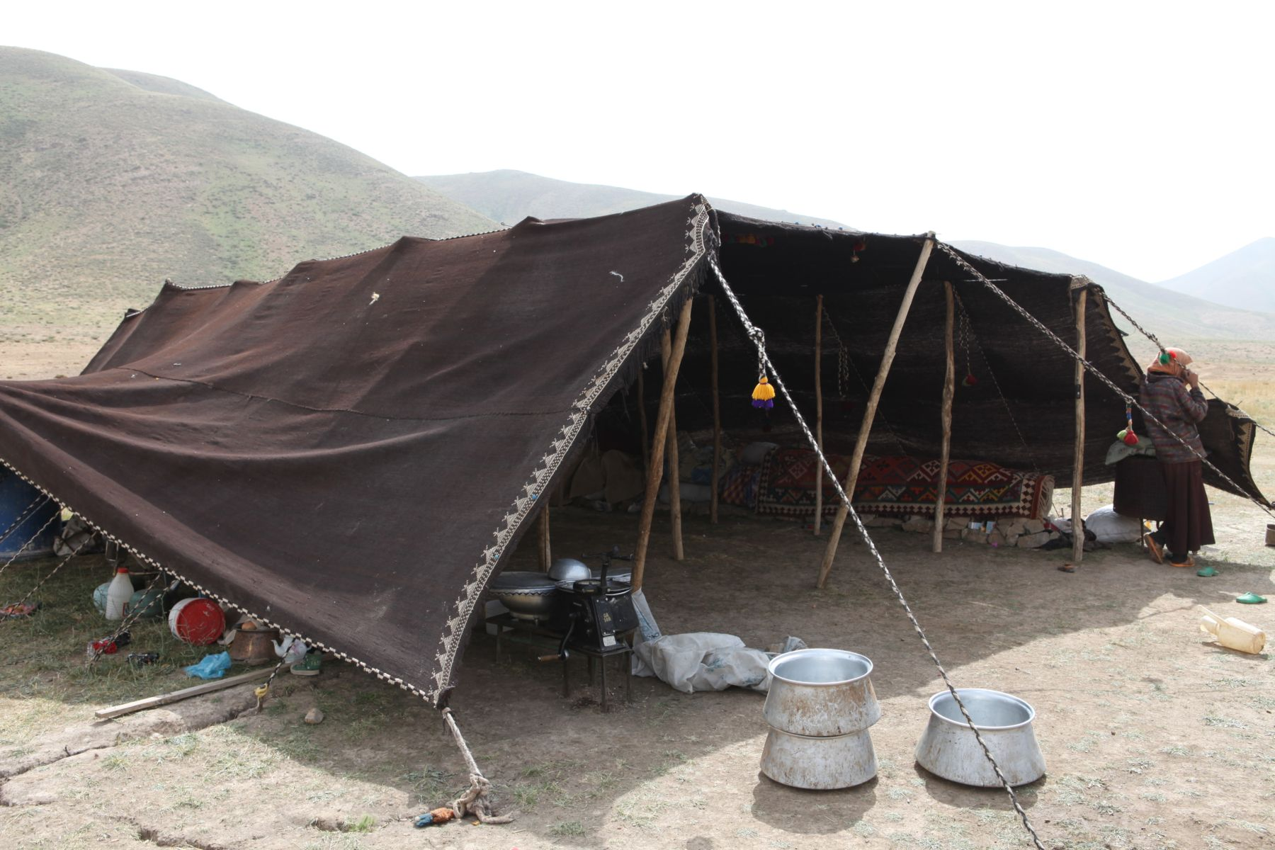 FileA Qashqai nomad tent in Isfahan Province.jpg  sc 1 st  Wikimedia Commons & File:A Qashqai nomad tent in Isfahan Province.jpg - Wikimedia Commons