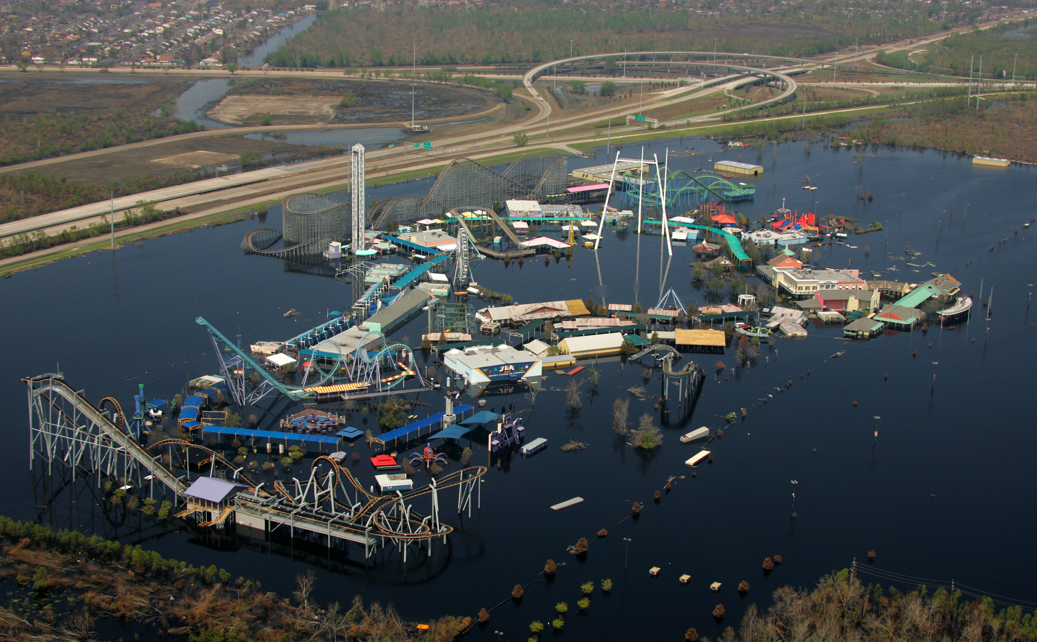 effects of hurricane katrina in new orleans six flags new orleans still flooded 2 weeks after the levee failures