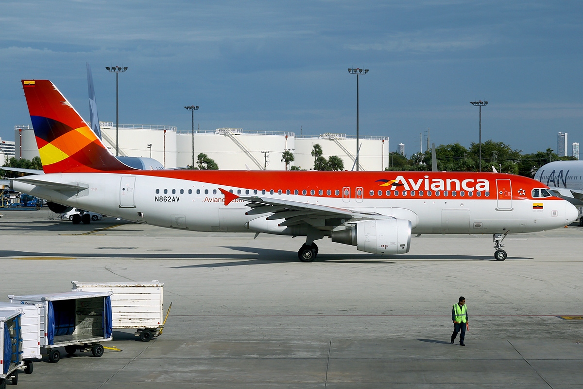 File:Airbus A320-214, Avianca AN2236179.jpg