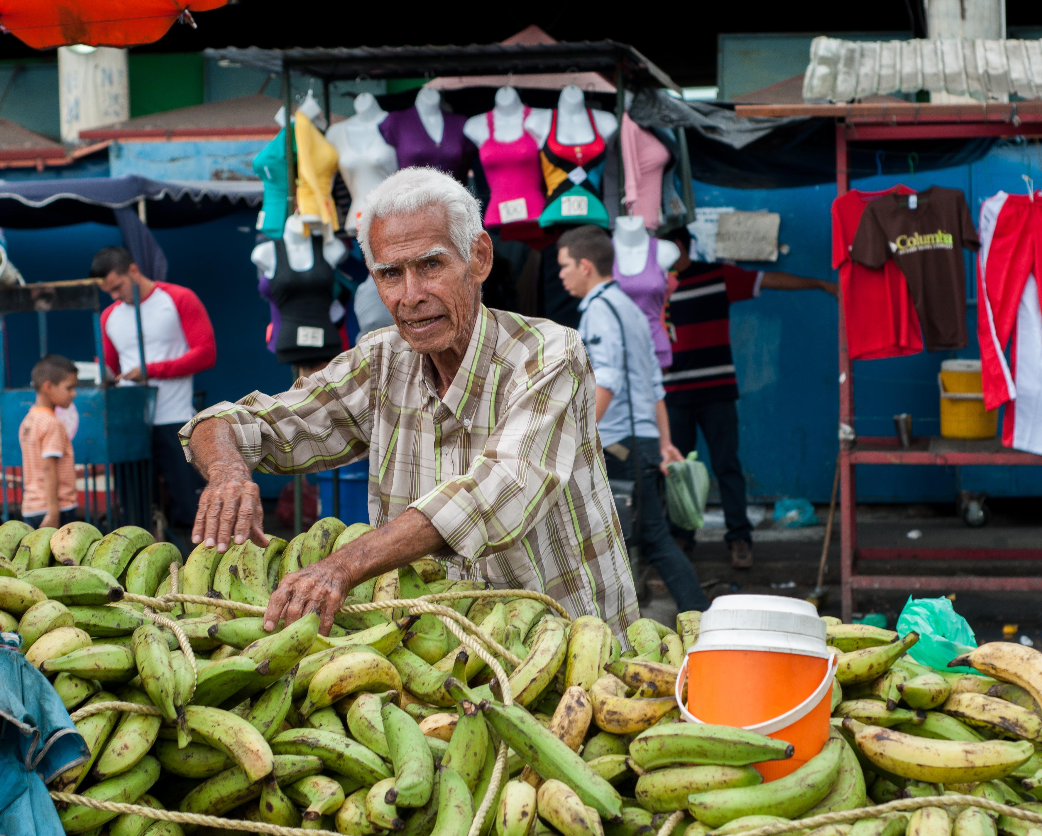 file ancient banana vendor jpg wikimedia commons