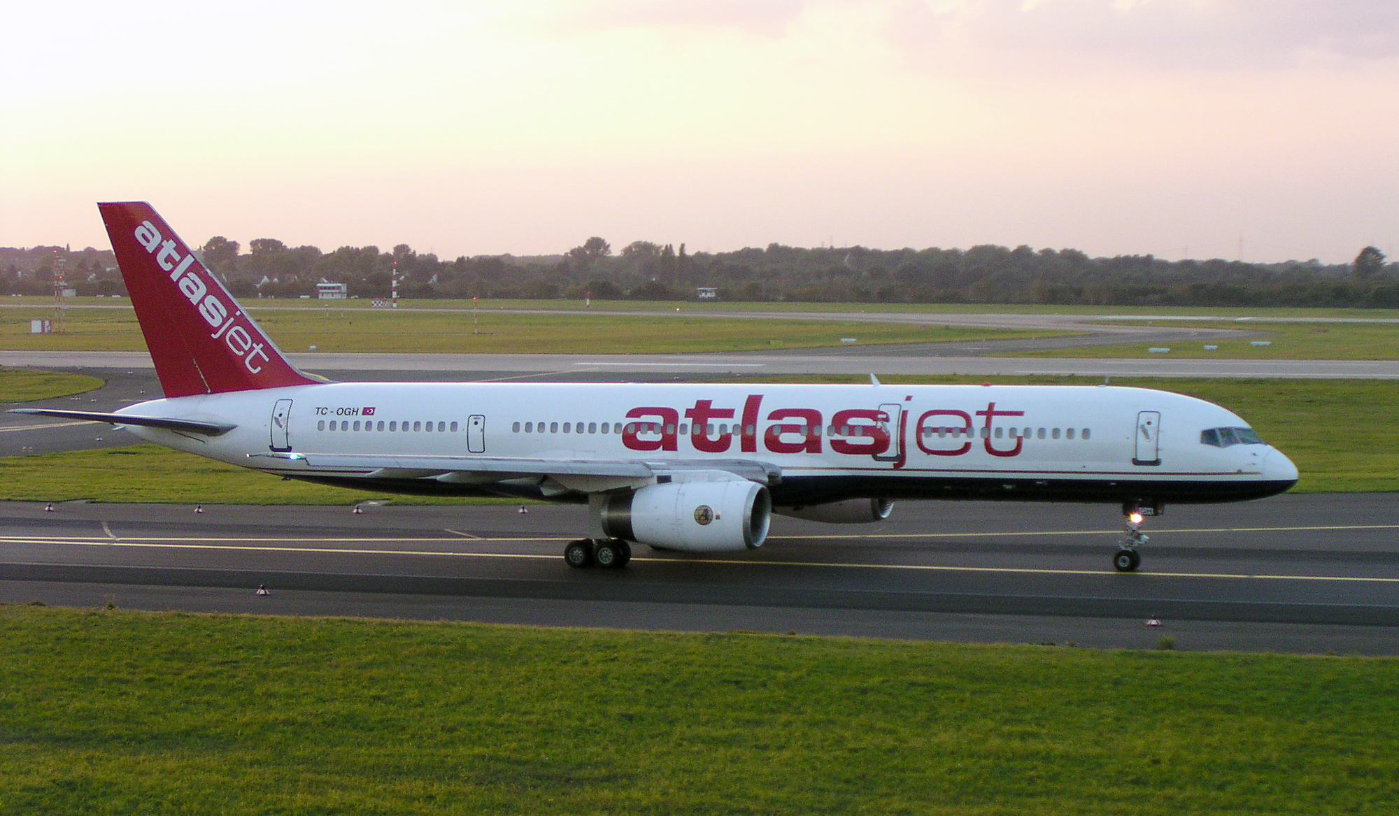 Aerei Atlasdzhet Airlines (Atlasjet Airlines). Ufficiale sayt.2