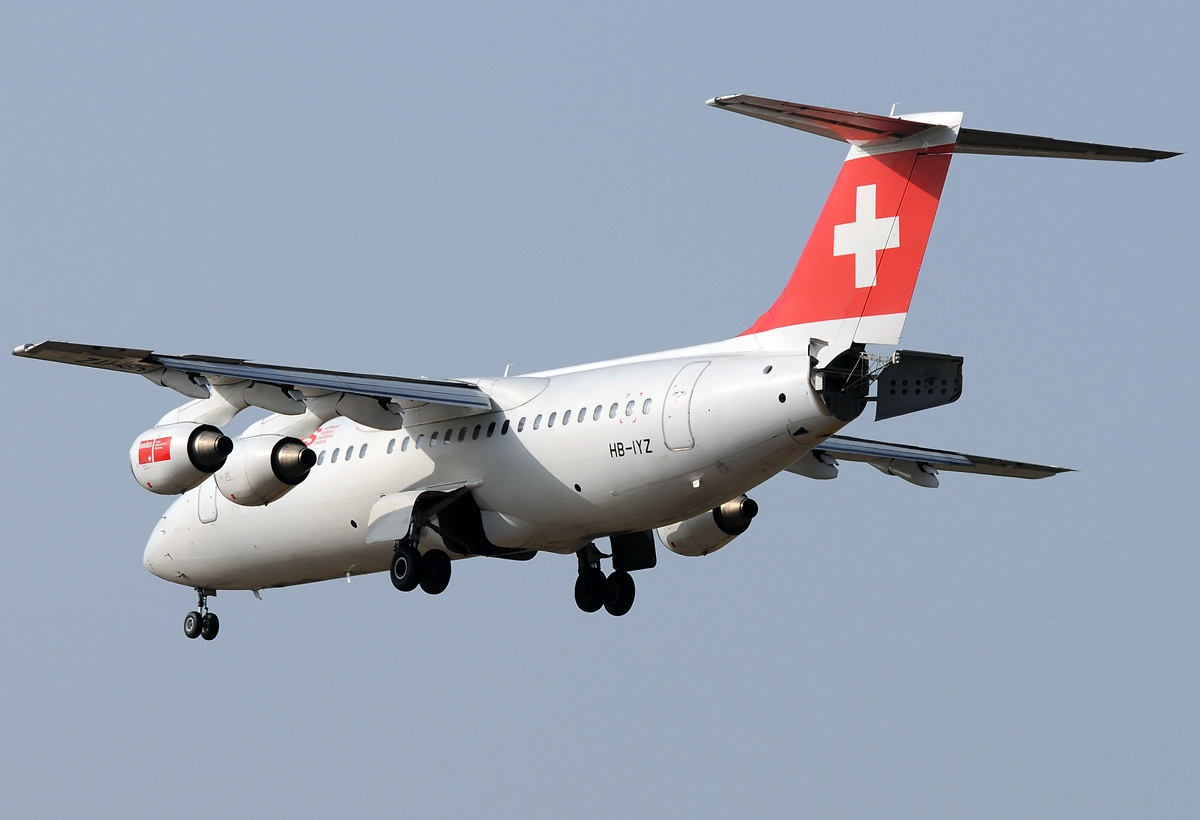 ... RJ100, Swiss International Air Lines AN2026525.jpg - Wikimedia Commons