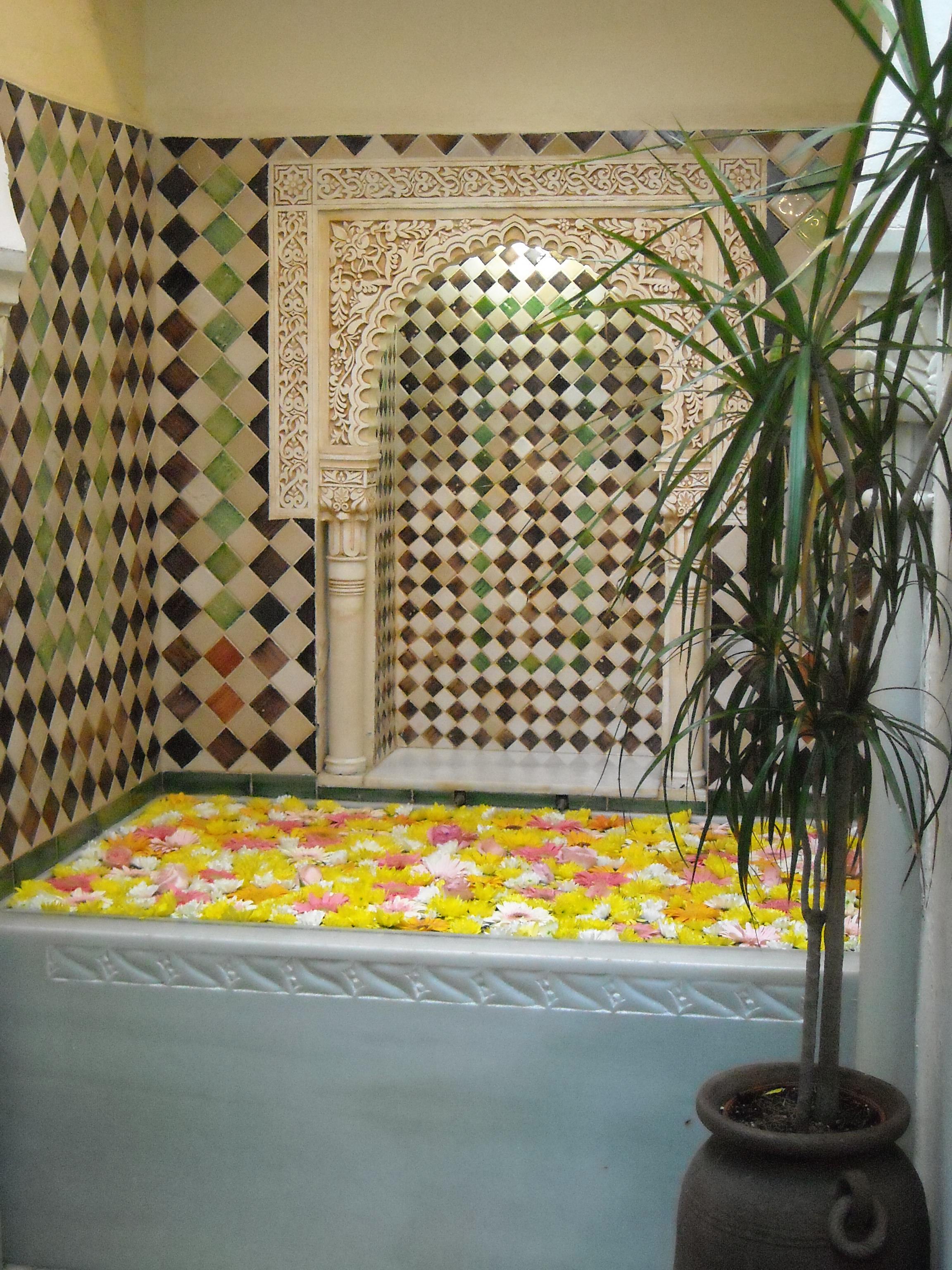 Baños Plantas Medicinales:File:Baño de flores – Casa andalusíjpg – Wikimedia Commons