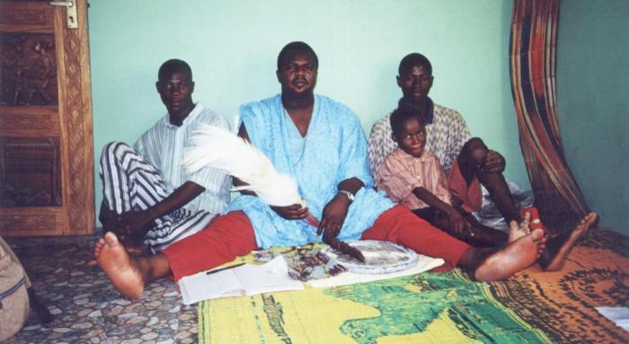 Ficheiro:Babalawo Opele opon.jpg