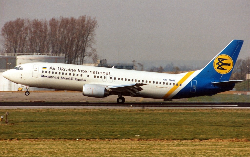 Boeing_737-4Y0%2C_Air_Ukraine_Internatio