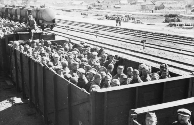http://upload.wikimedia.org/wikipedia/commons/8/8f/Bundesarchiv_Bild_101I-267-0124-20A%2C_Russland%2C_Transport_sowjetischer_Kriegsgefangener_in_G%C3%BCterwagen.jpg