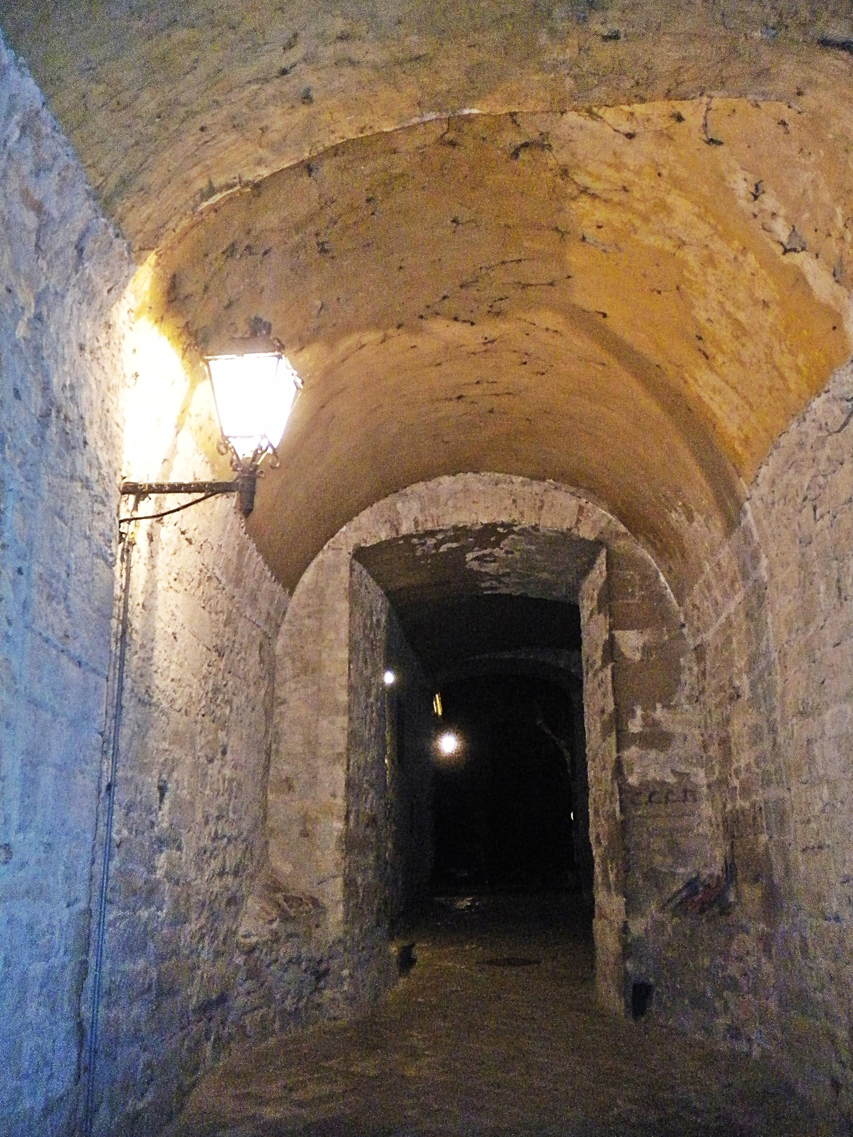 File calenzano alto cinta muraria wikimedia commons for Interno 3 calenzano