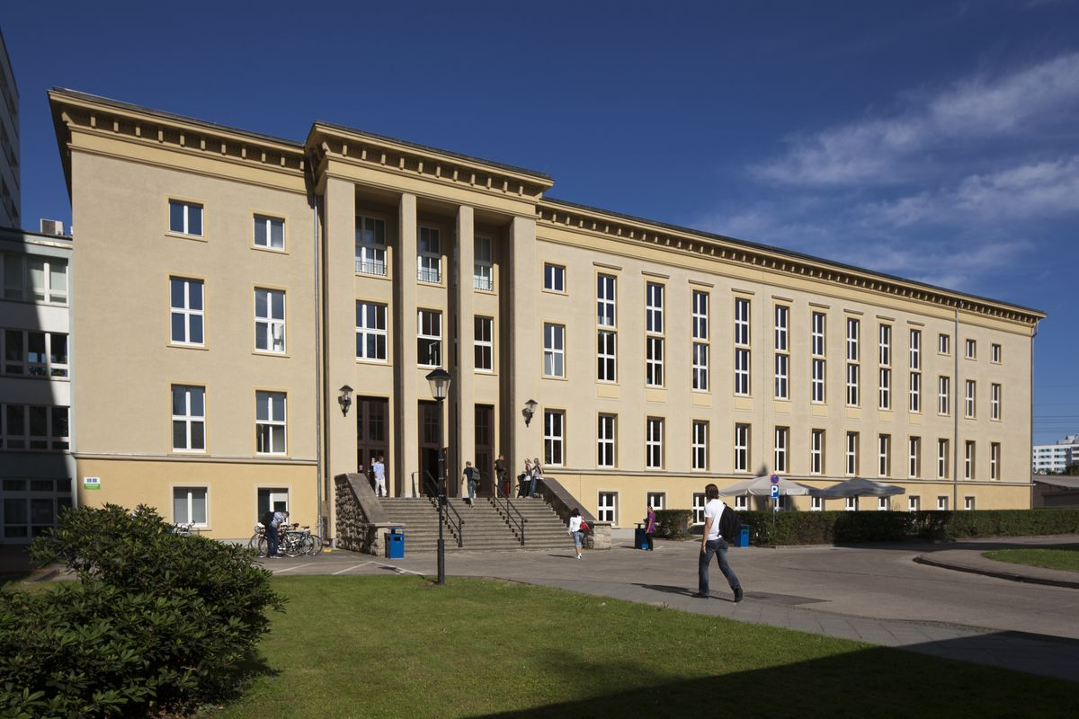 File:Campus Treskowallee.jpg - Wikimedia Commons
