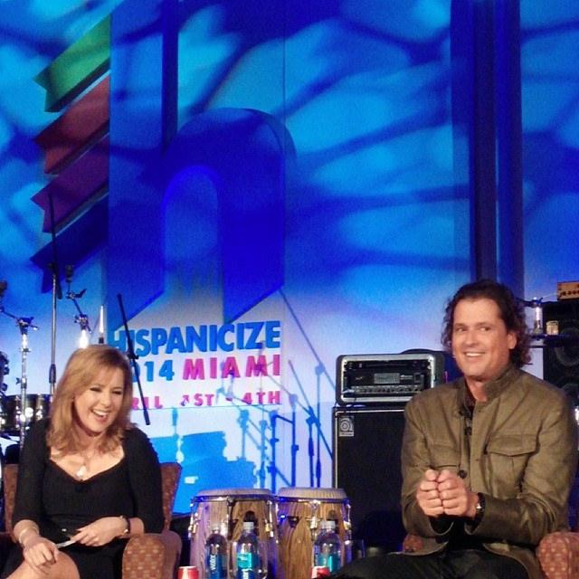 Carlos entrevistado por Ana María Canseco.