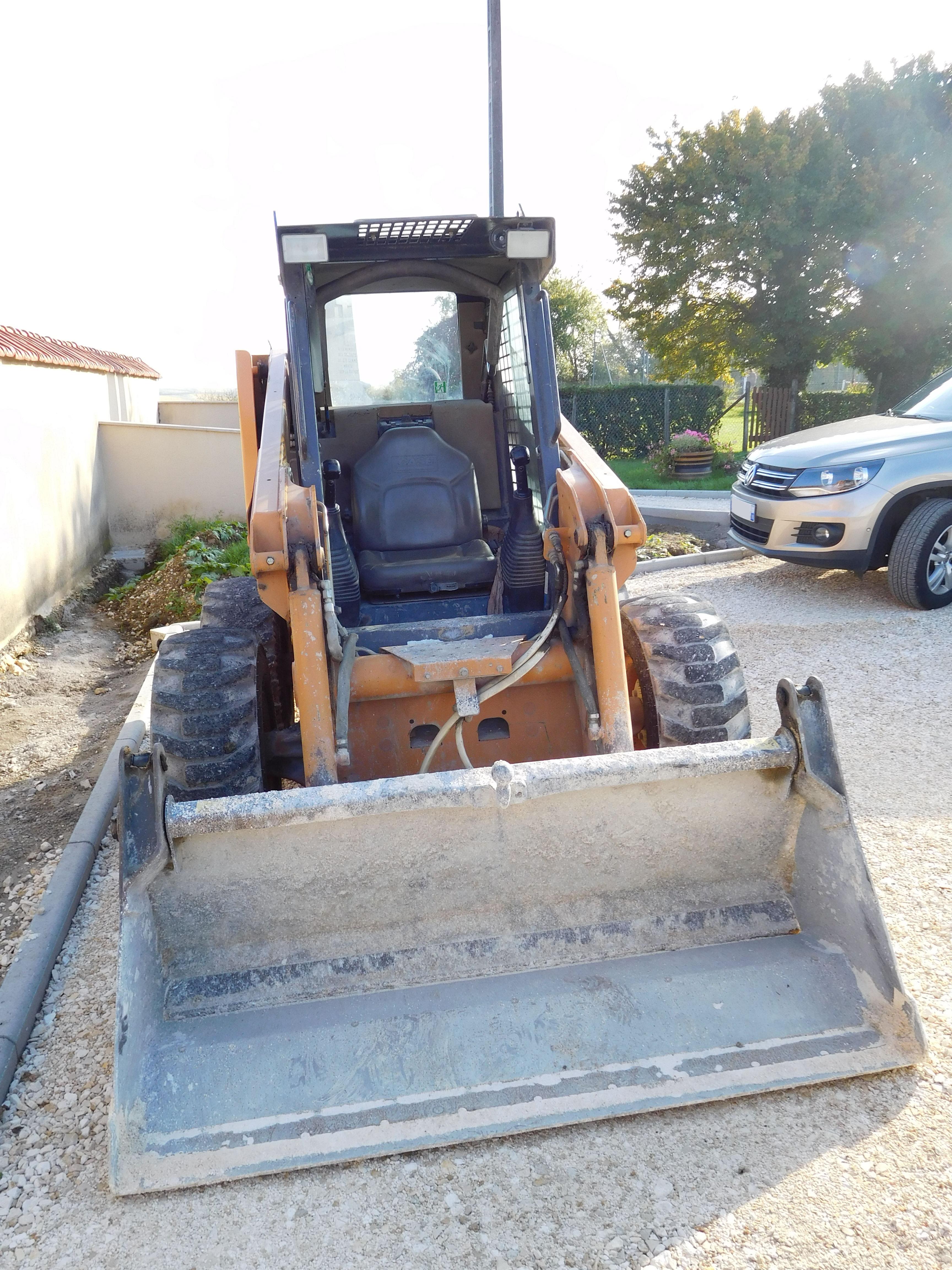 File:Case 430 skid loader - front view.jpg