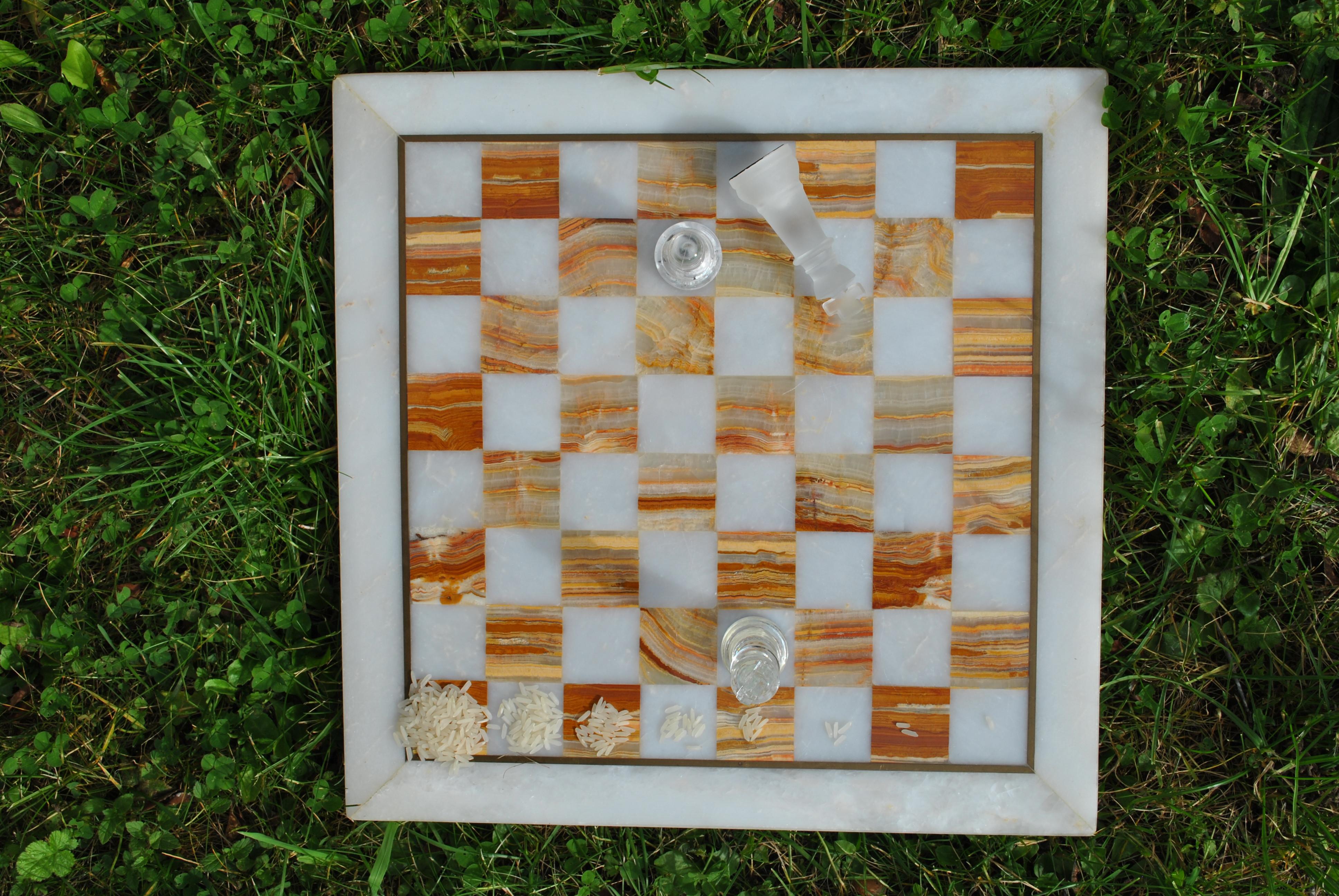 Tablero de ajedrez con las primeras 8 casillas rellenas. Por MartinThoma