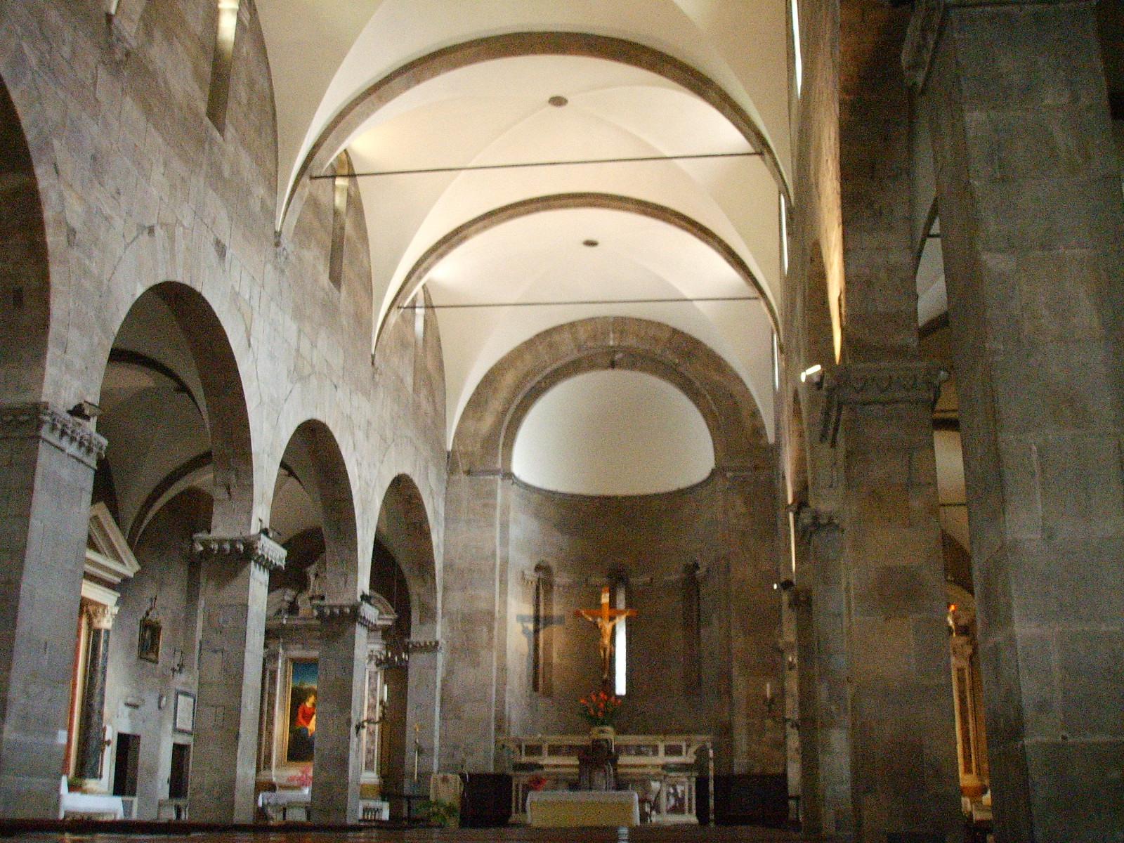 File chiesa di san pietro somaldi interno jpg wikimedia for Interno san pietro