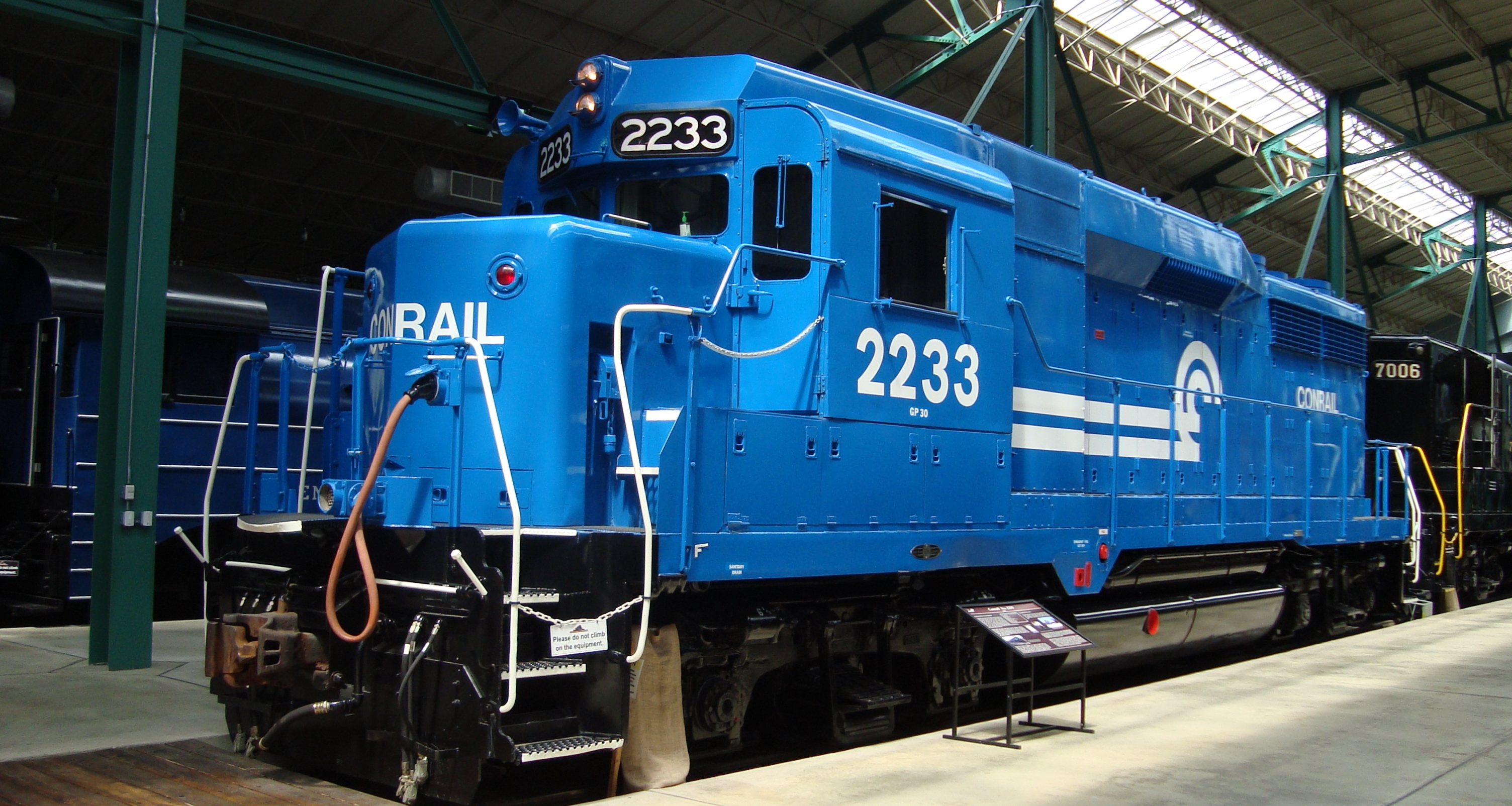 File:Conrail 2233 in the Sun.JPG