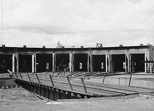 File:D&RGW Durango roundhouse 1940b.jpg