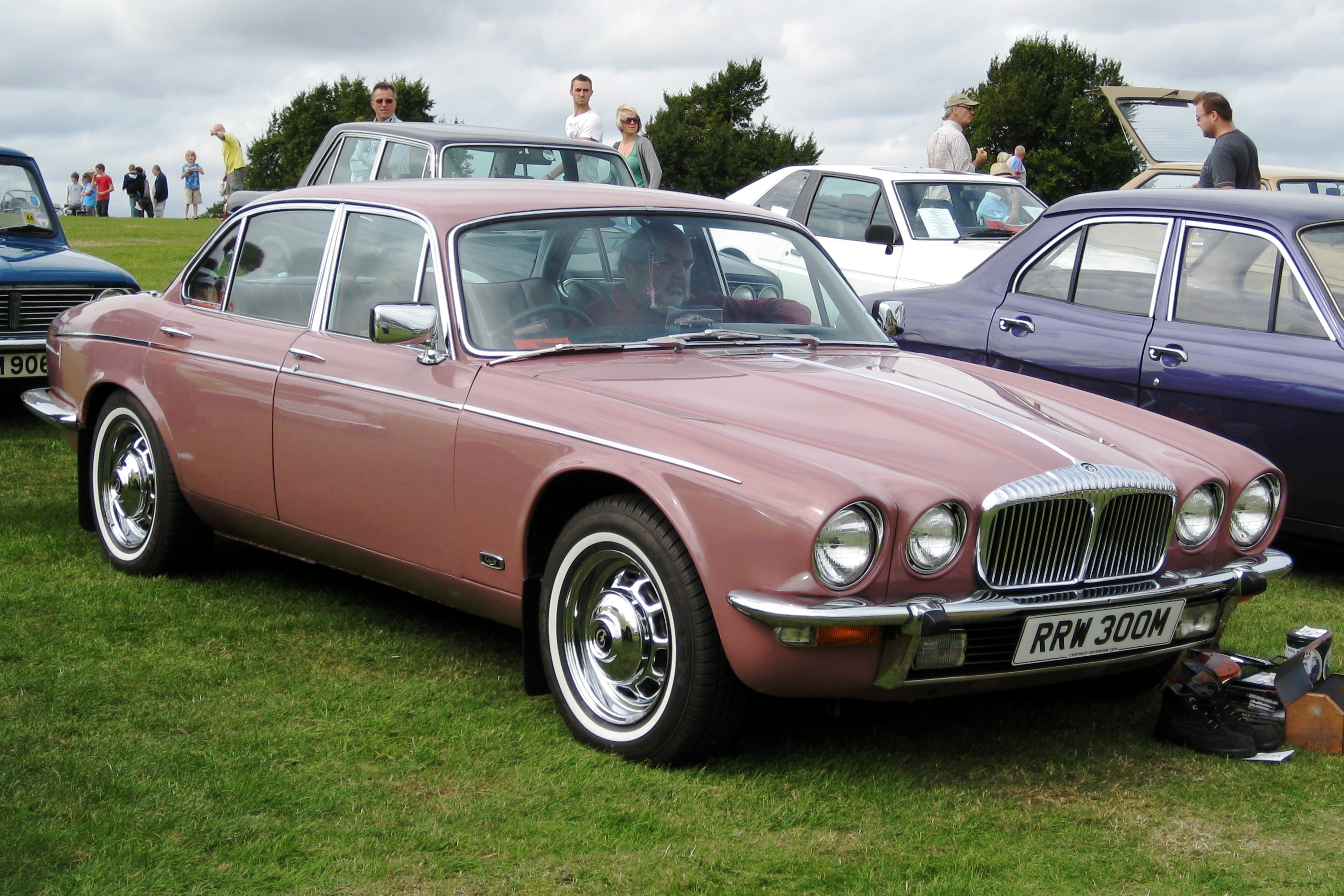 file daimler sovereign based on xj6 series ii 4325cc first rh commons wikimedia org