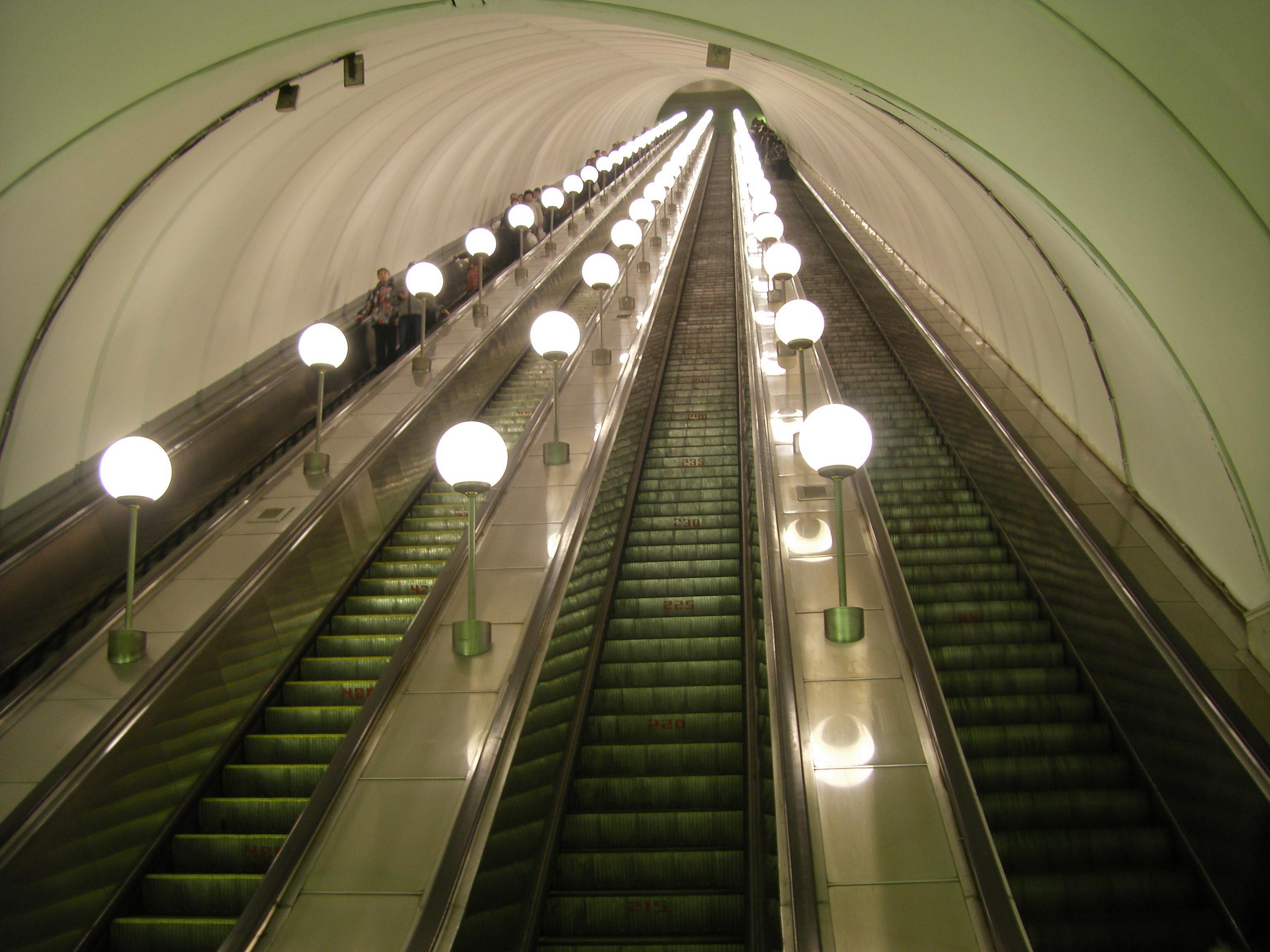 fileescalators at dubrovka metro stationjpg wikimedia