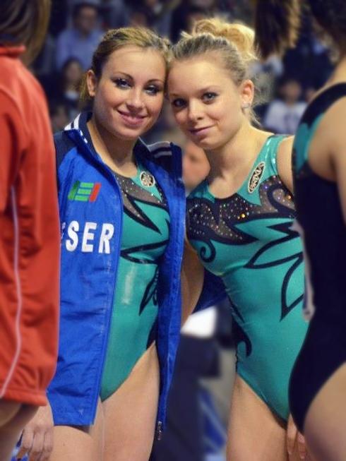 ginnasta russa rompe costume
