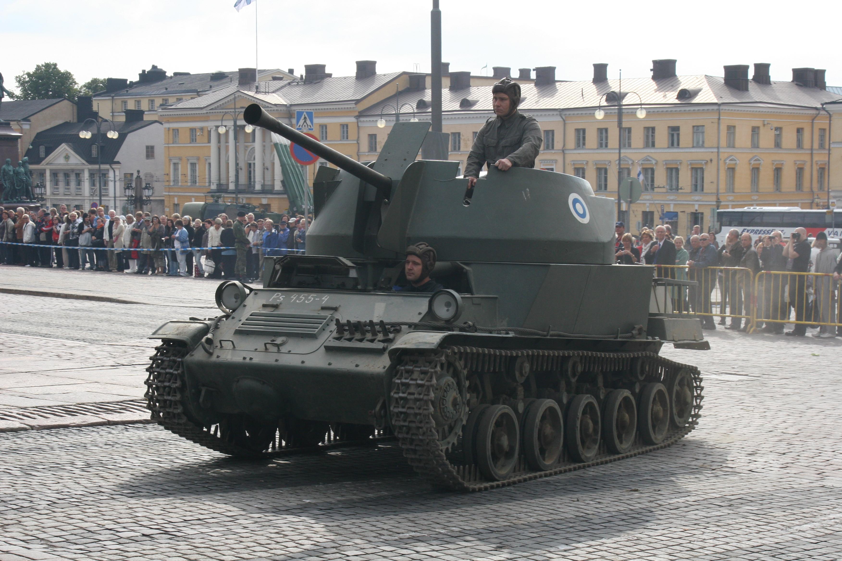 Finnish_AA_tank.jpg
