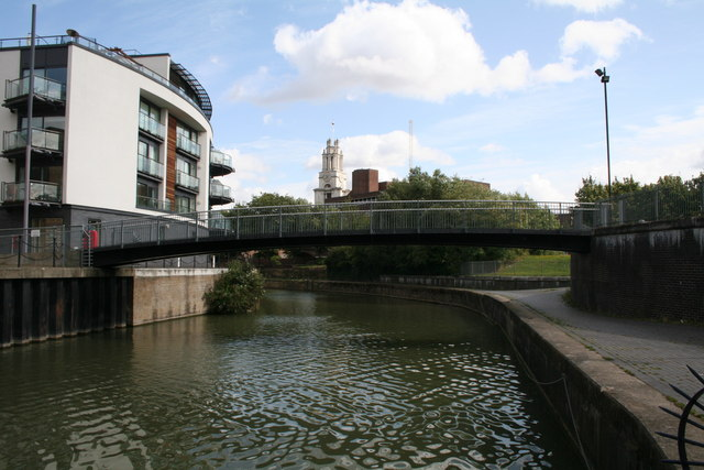 Footbridge over Limehouse Cut - geograph.org.uk - 949318