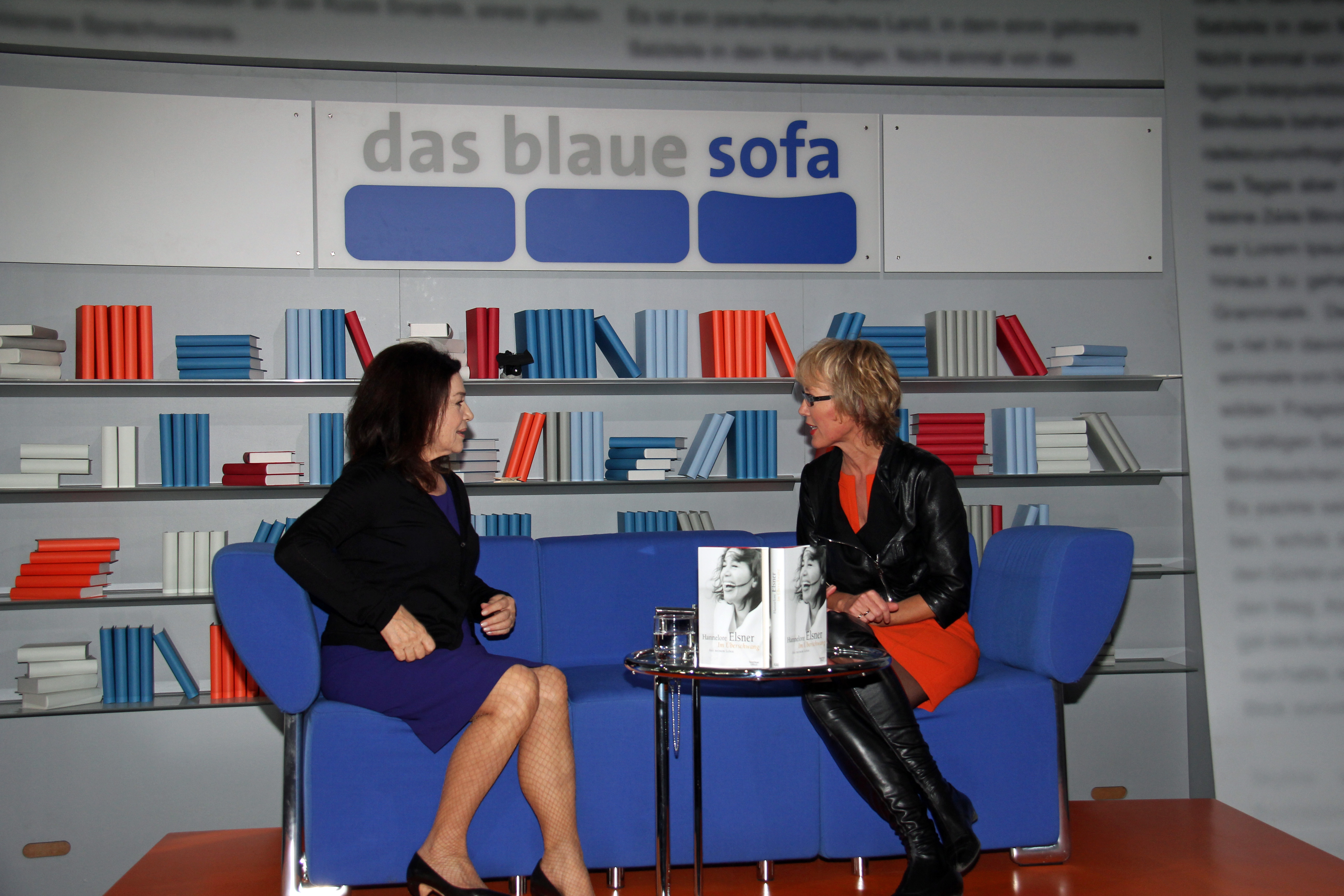 file frankfurter buchmesse 2011 das blaue sofa elsner und braun 1 jpg wikimedia commons. Black Bedroom Furniture Sets. Home Design Ideas
