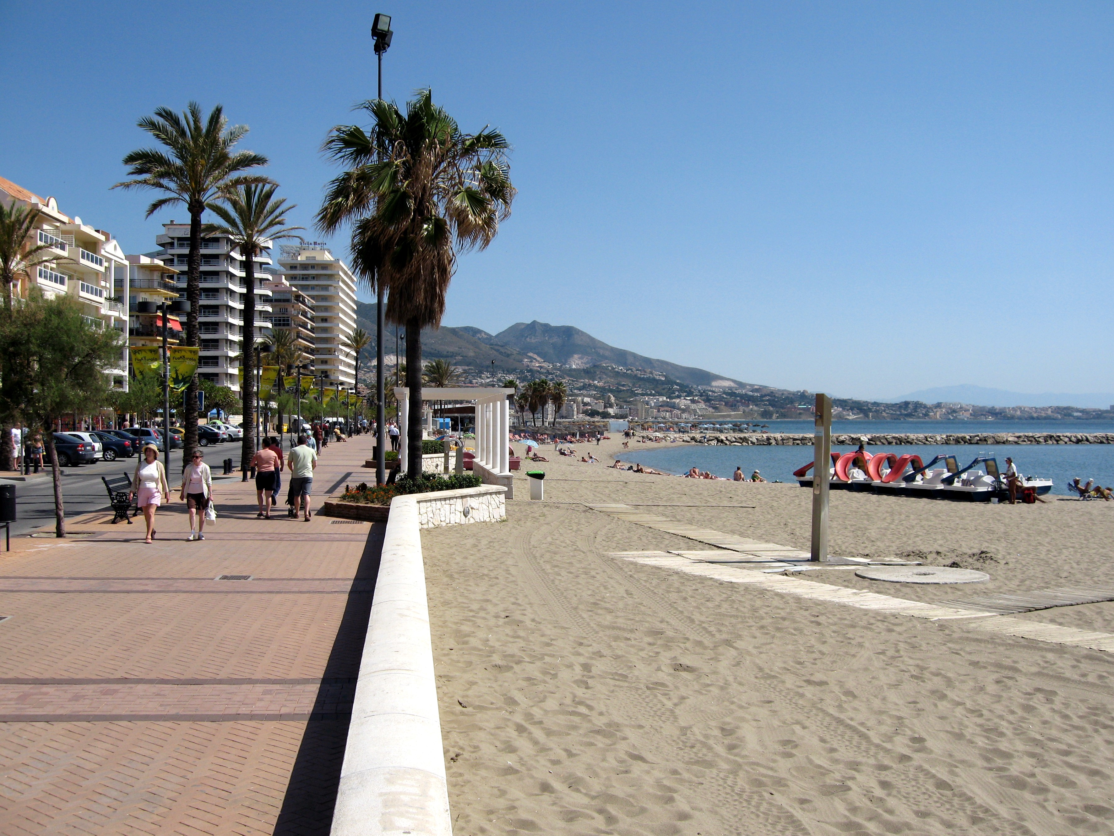 File fuengirola playa wikimedia commons - Foto van de show ...