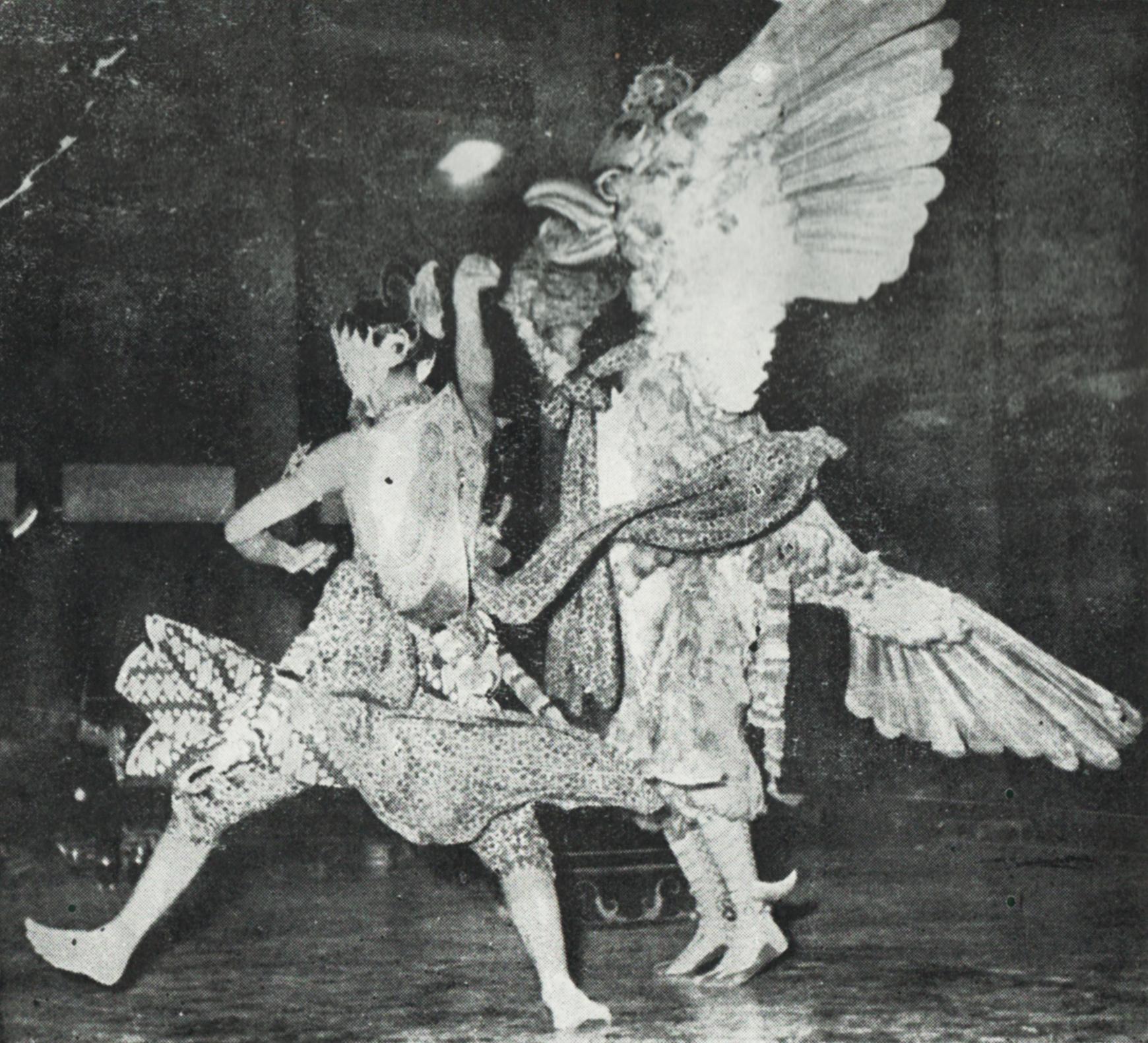 File Gatotkaca Fighting Garodayeksa Wayang Orang Yogyakarta Credited To Budaya Kota Jogjakarta 200 Tahun Plate Before Page 153 Jpg Wikimedia Commons