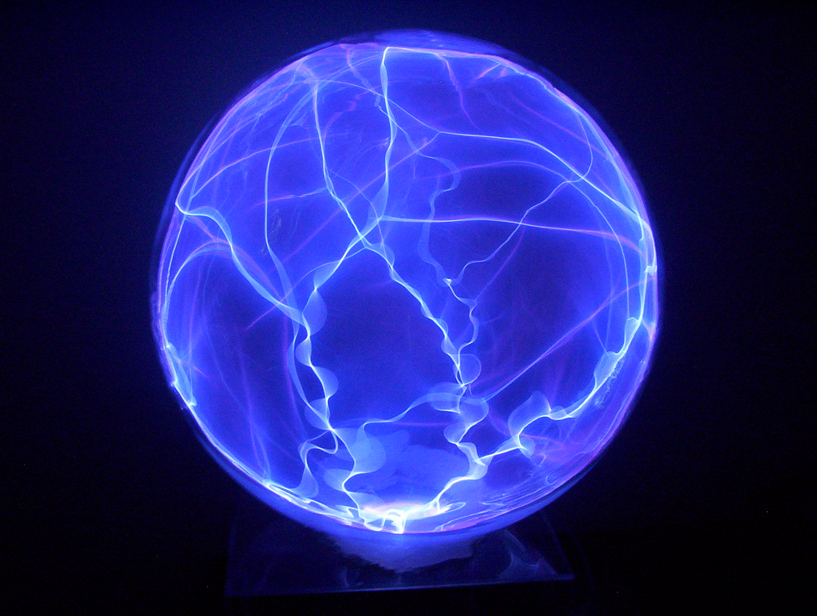 File:Glass plasma globe.jpg - Wikimedia Commons