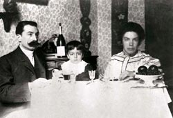 Deledda with her husband Palmiro and son Sardus, Rome, circa 1904