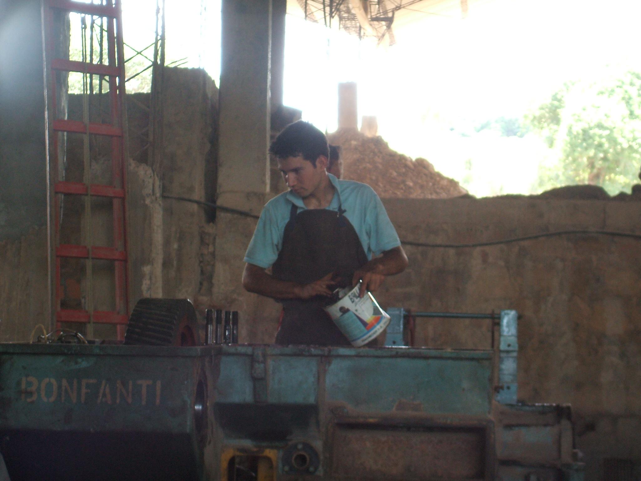 Hombres Trabajando En Fabricas