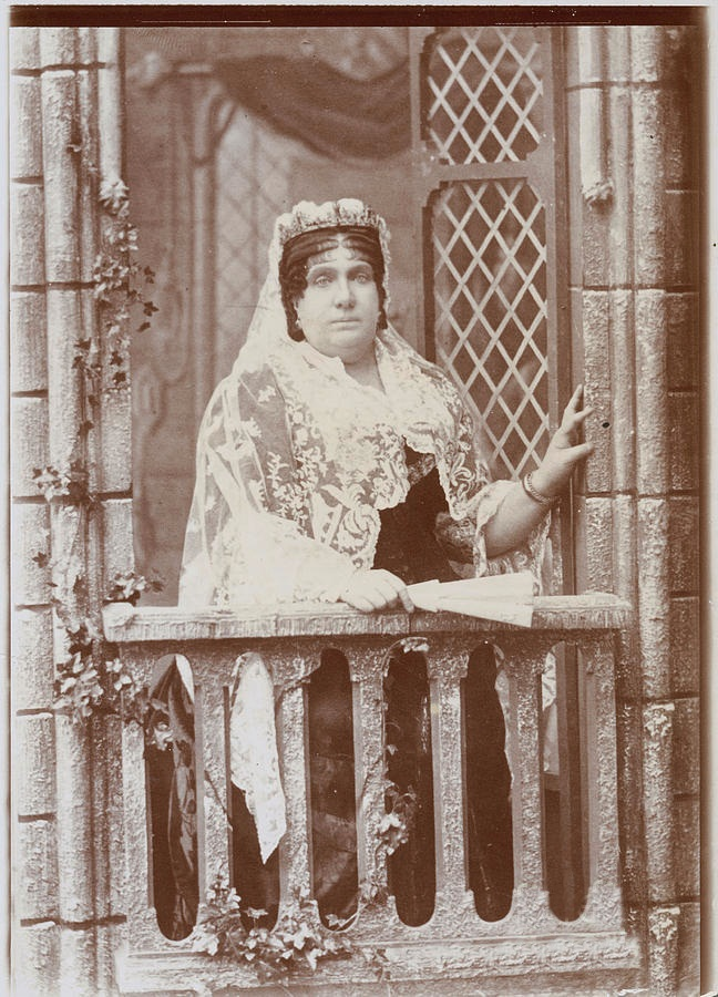 La reina Isabel II de España en su exilio de París.