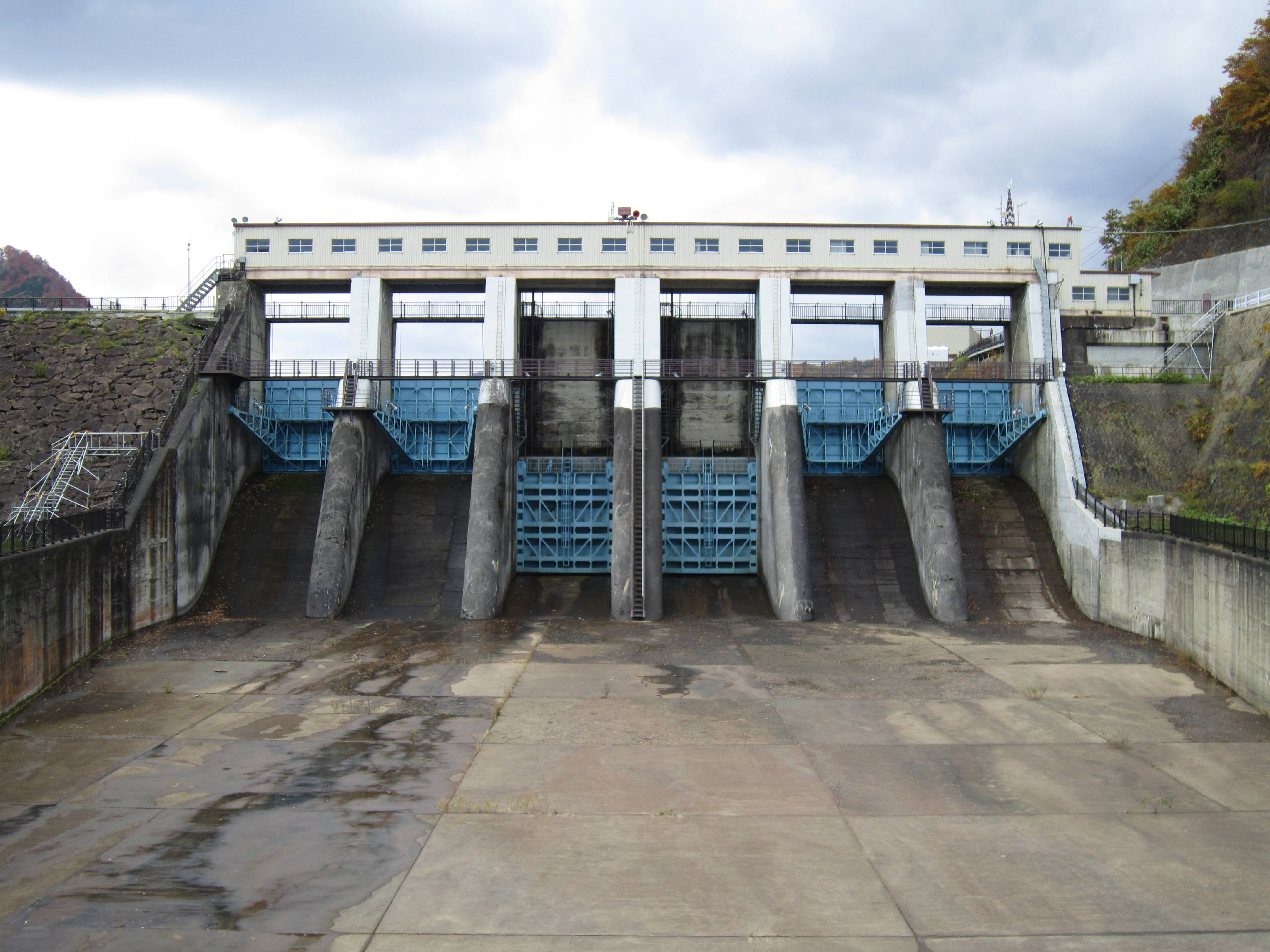 file ishibuchi dam spillway jpg wikimedia commons