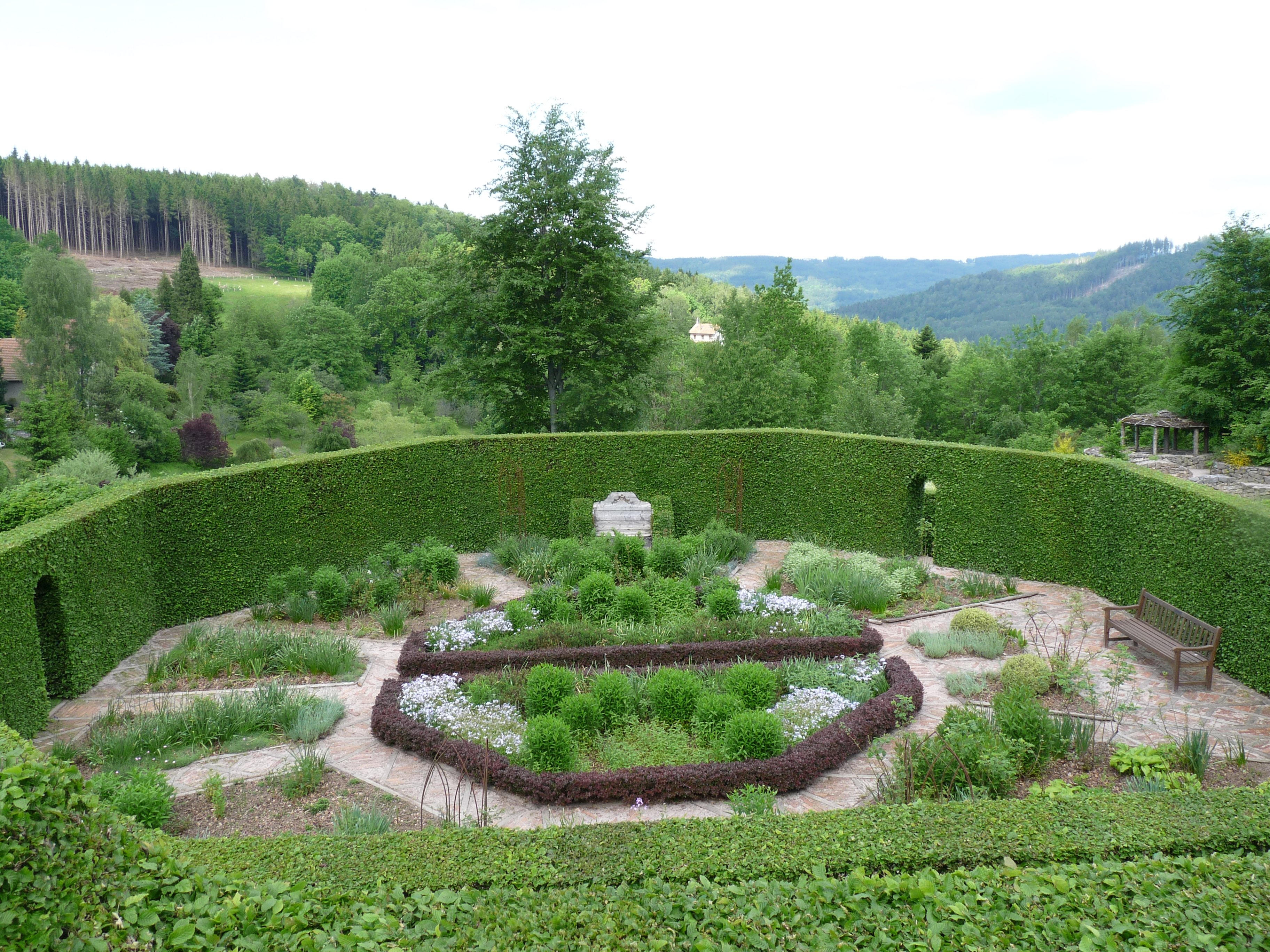 Jardin de berchigranges wikiwand for Cendre dans le jardin